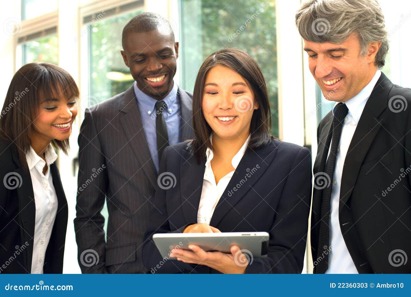 Multi-ethnic команда