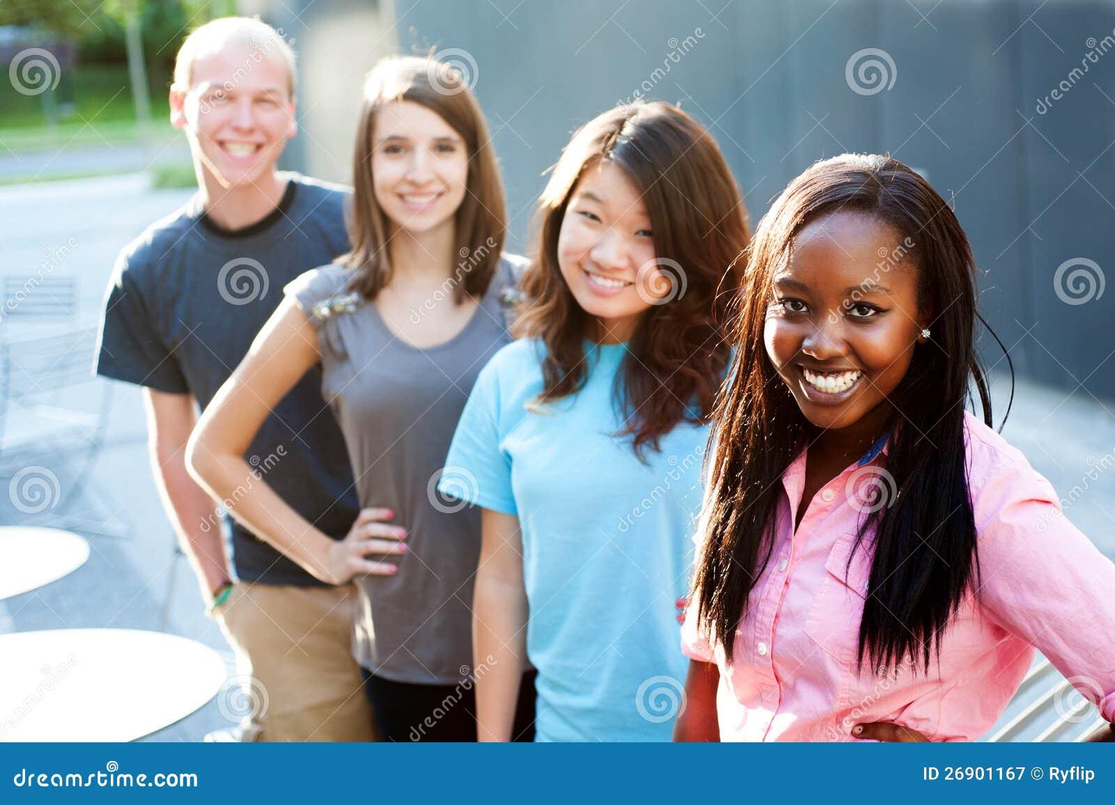 Multi-etnische groep tieners