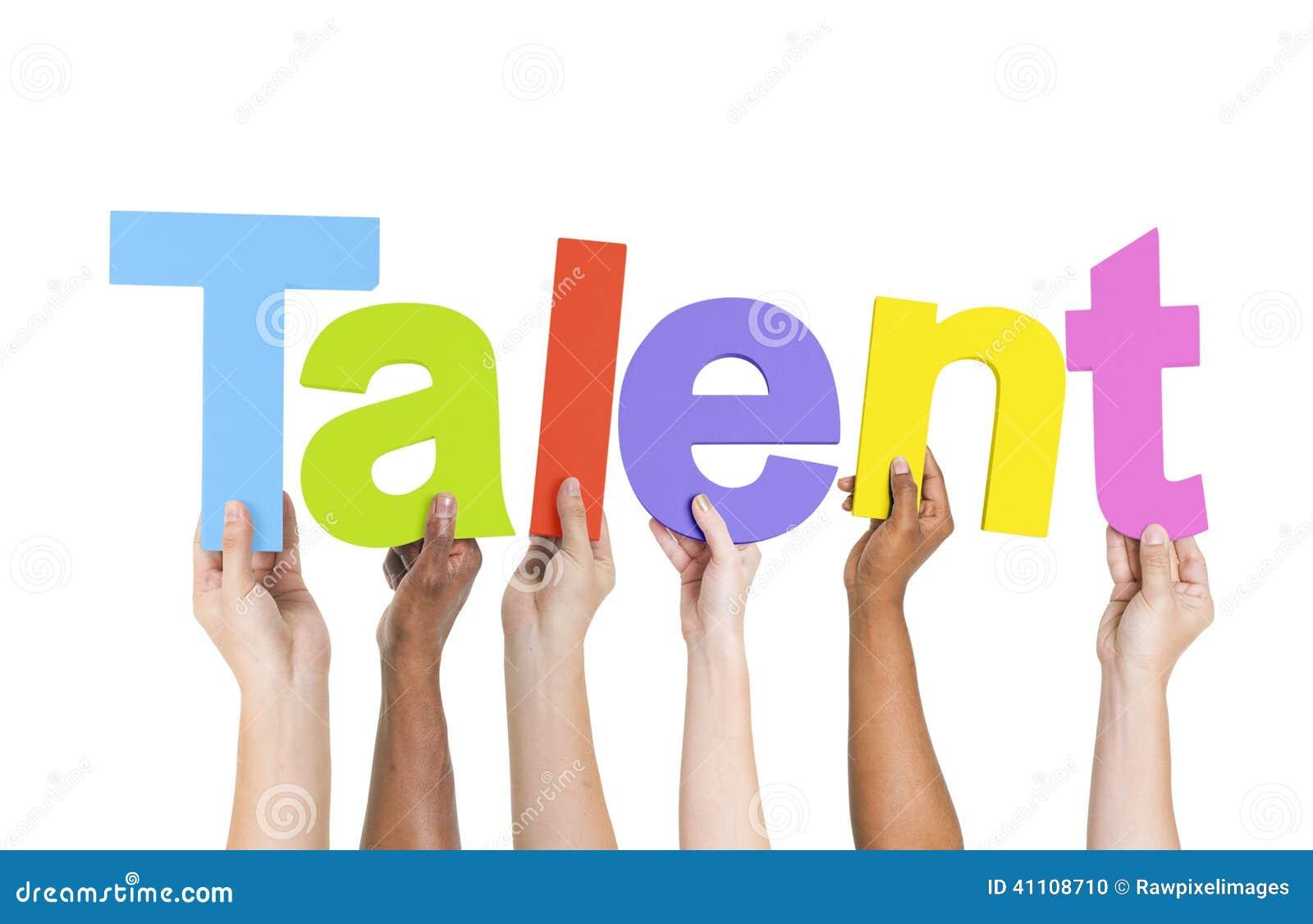 Multi-etnische het Wapens Opgeheven Talent van de Holdingstekst