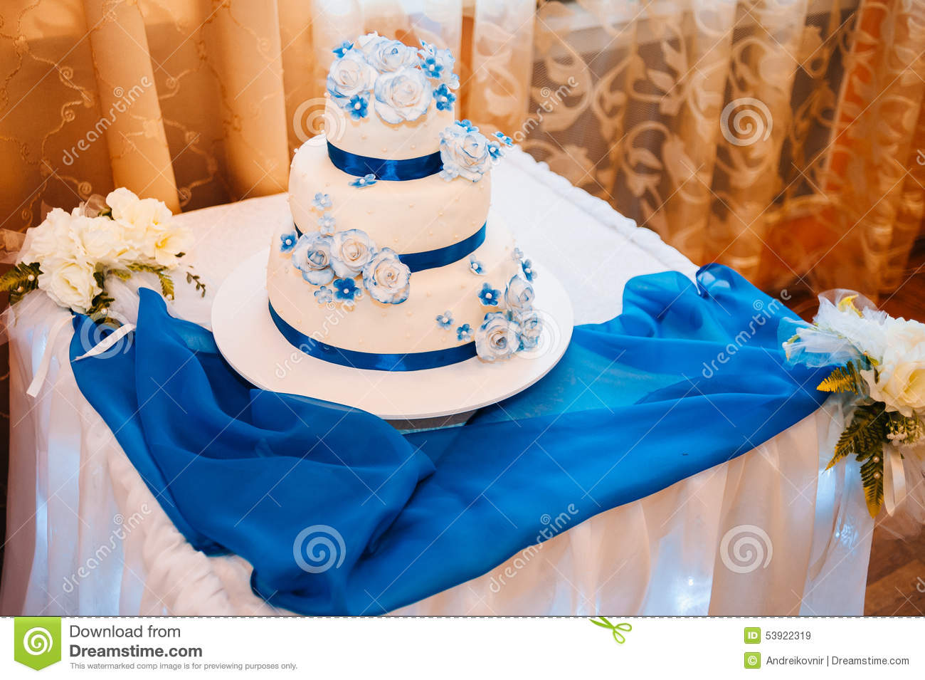 how to get a wedding cake level multi level white wedding cake on silver base and stock 15733