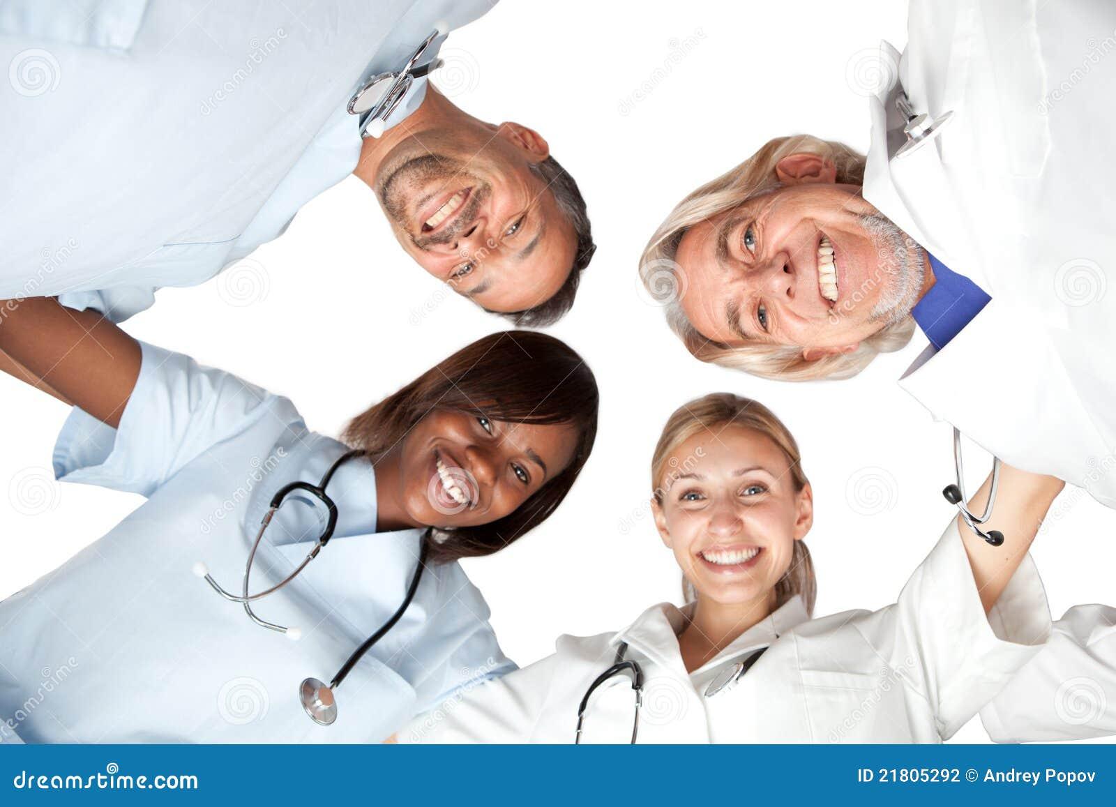 Multi rassengroep of het gelukkige artsen glimlachen