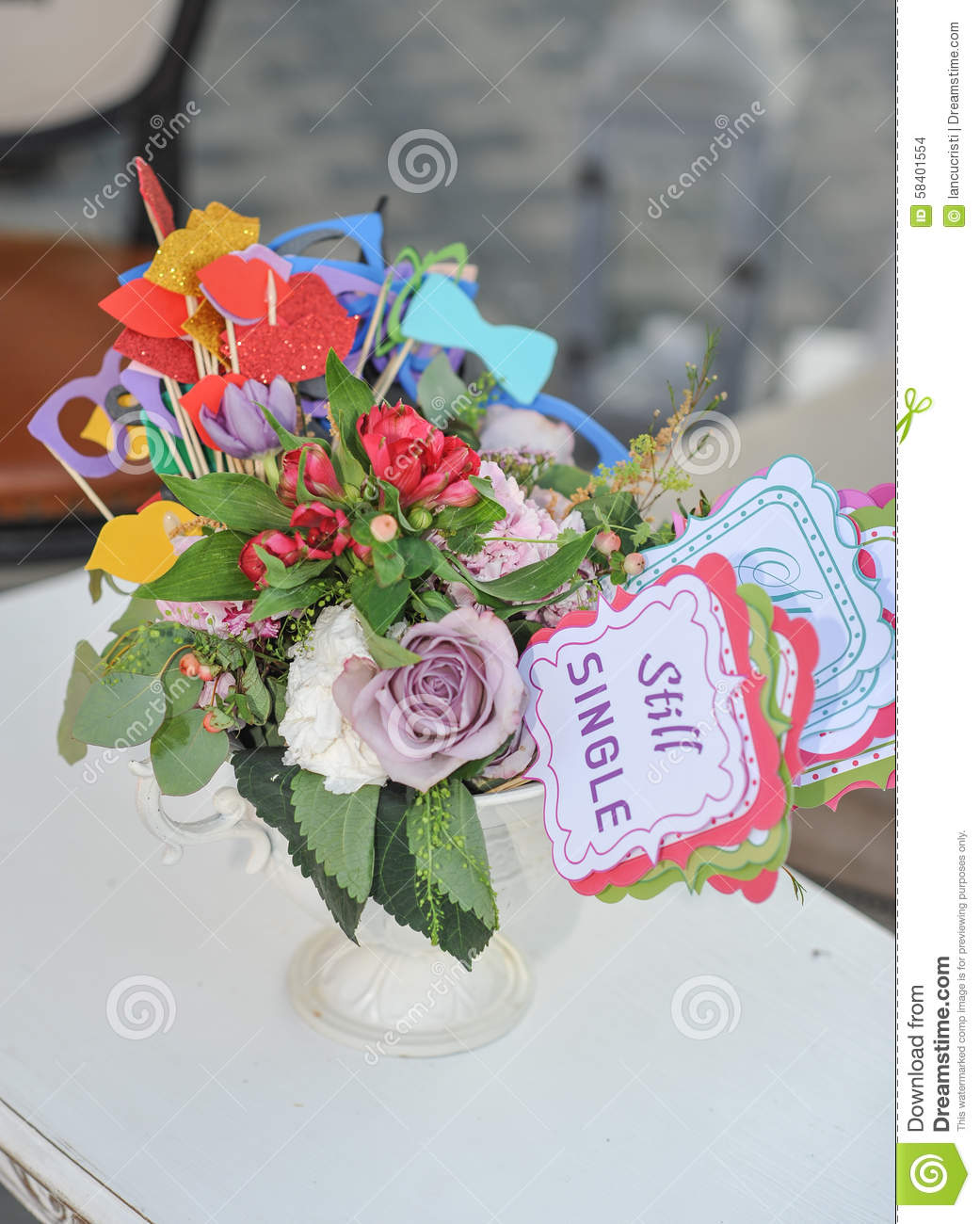 a vase of flowers descriptive essay Gifts giving essay submitted by: dorislee if someone has just moved into a new house, it would be appropriate to give a vase, as it sounds like peace if someone opens a store or starts a business, give the bamboo flower as a gift.