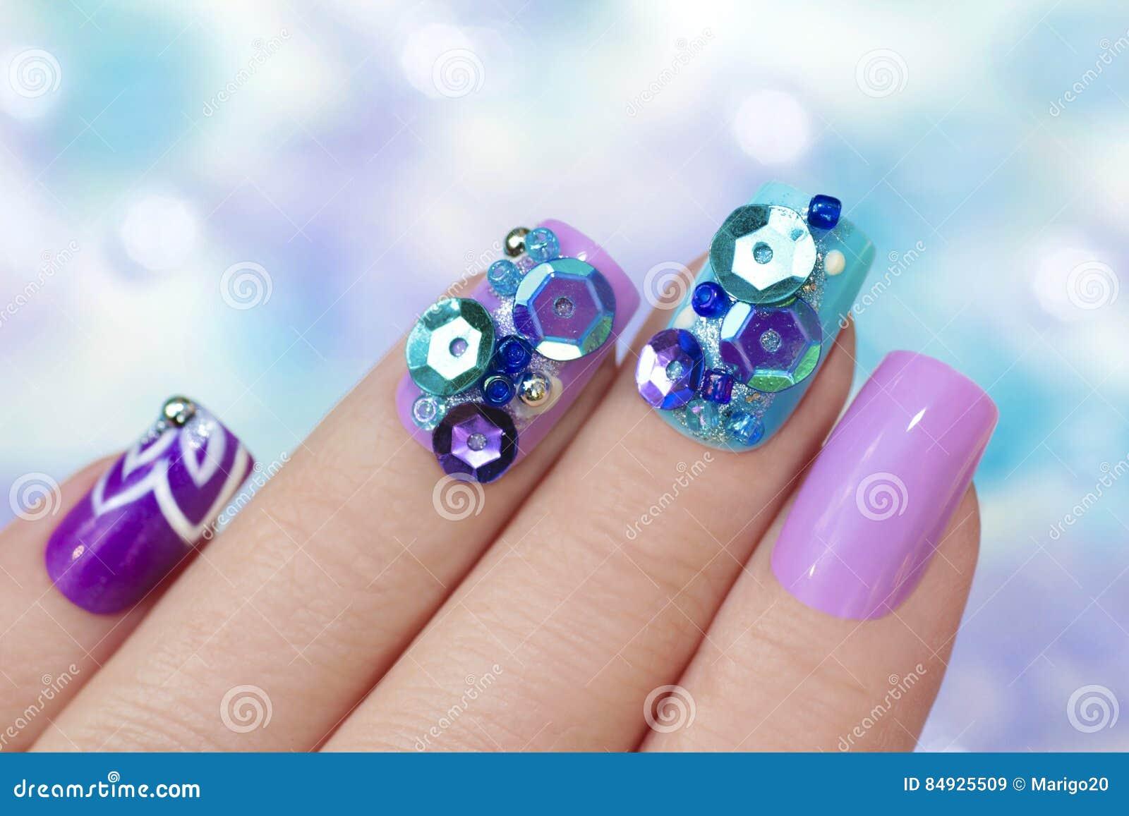 Multicolored purpere blauwe manicure