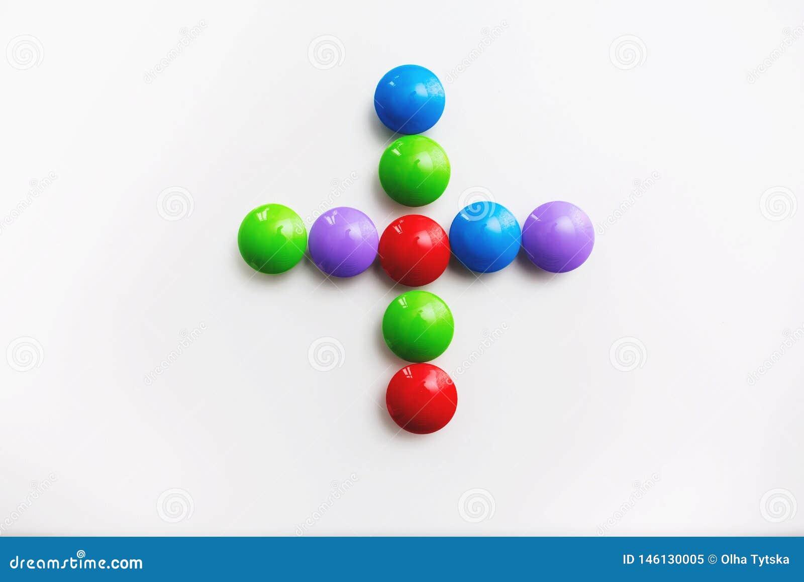 Multicolored wiskundige die tekens van het speelgoed van kinderen worden gemaakt