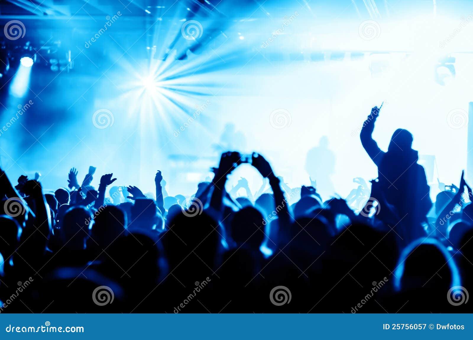 Multidão Cheering