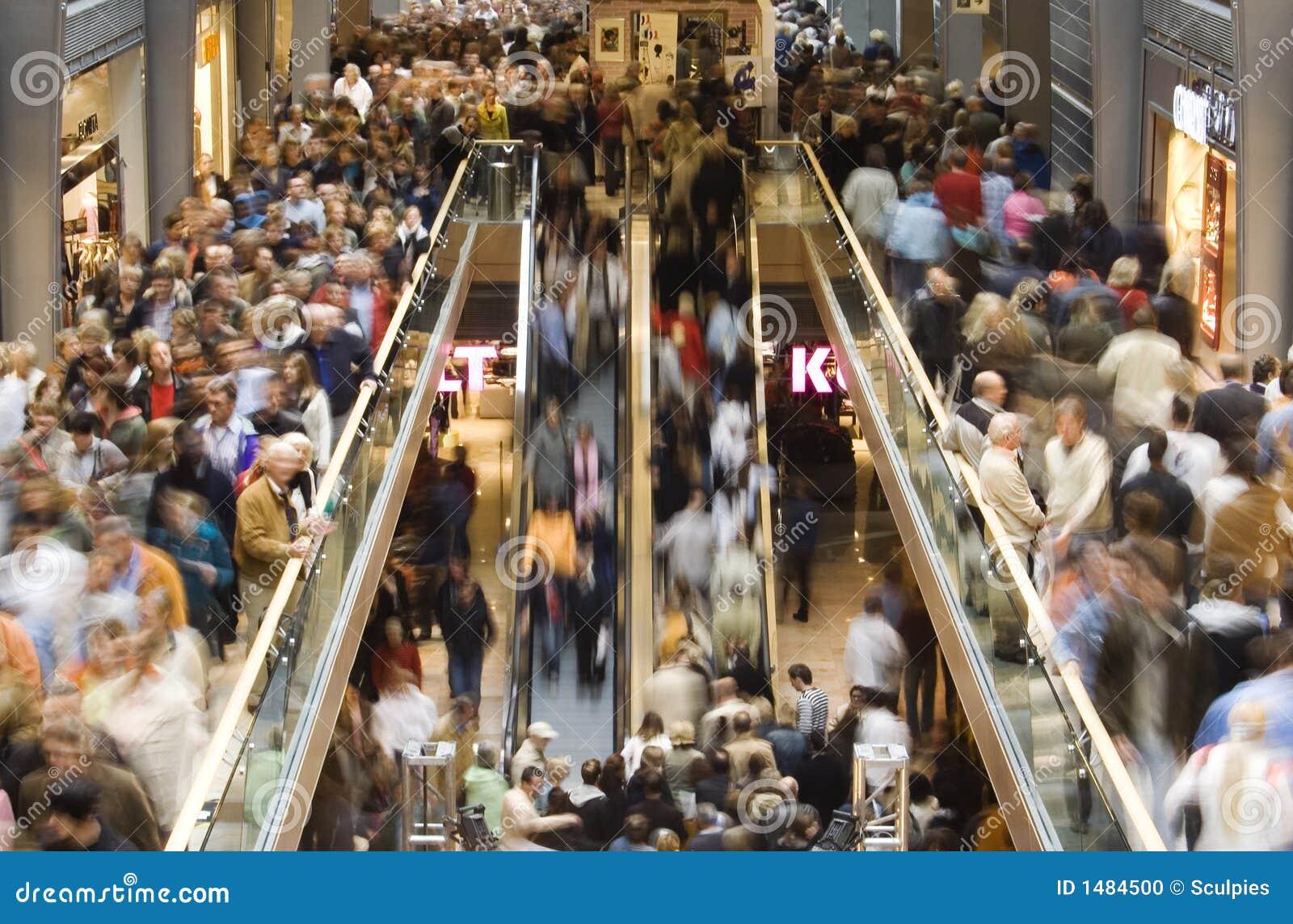Multidão da compra