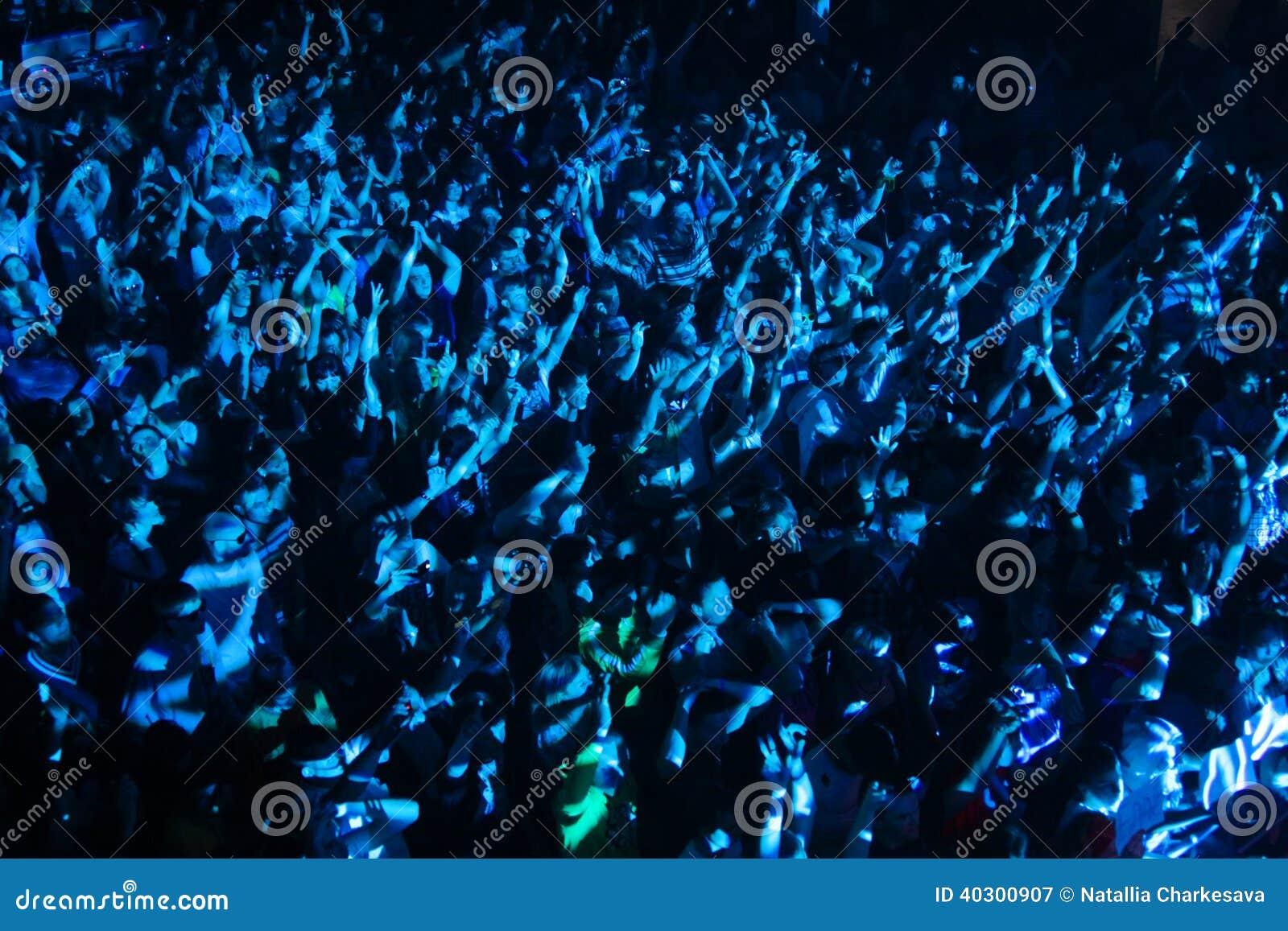 Multidão do festival na onda urbana fistival o 16 de abril de 2011 em Minsk, Bielorrússia
