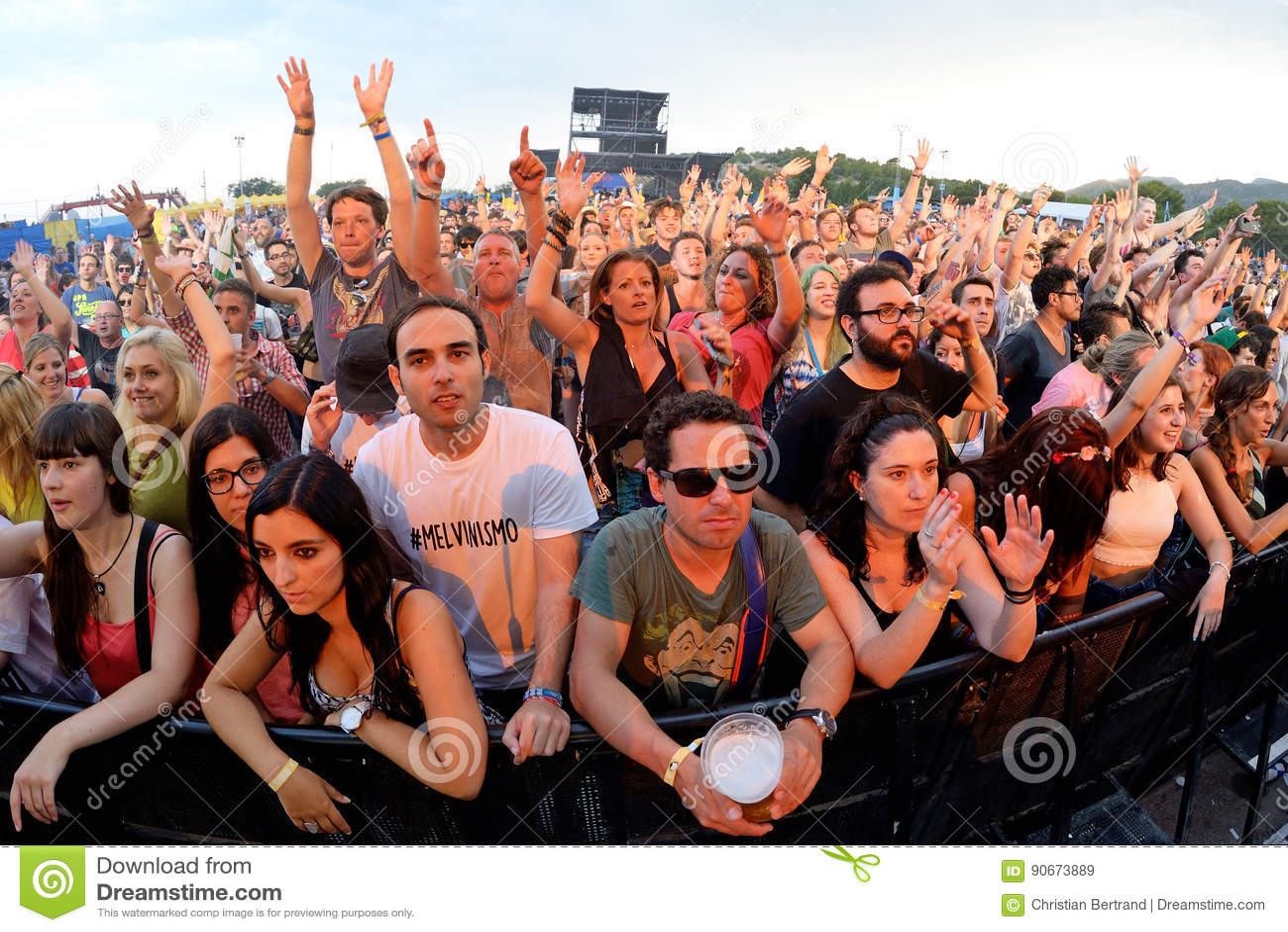 Multidão em um concerto no festival FIB
