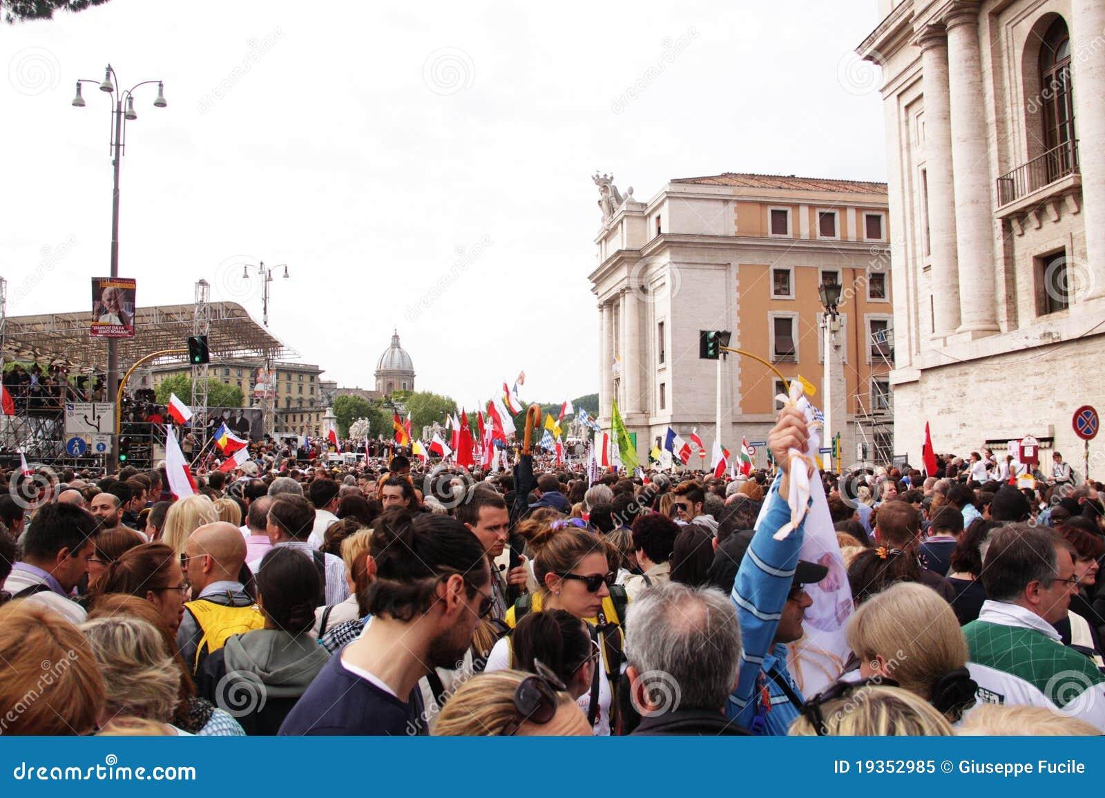 Multidão na igreja do st peter