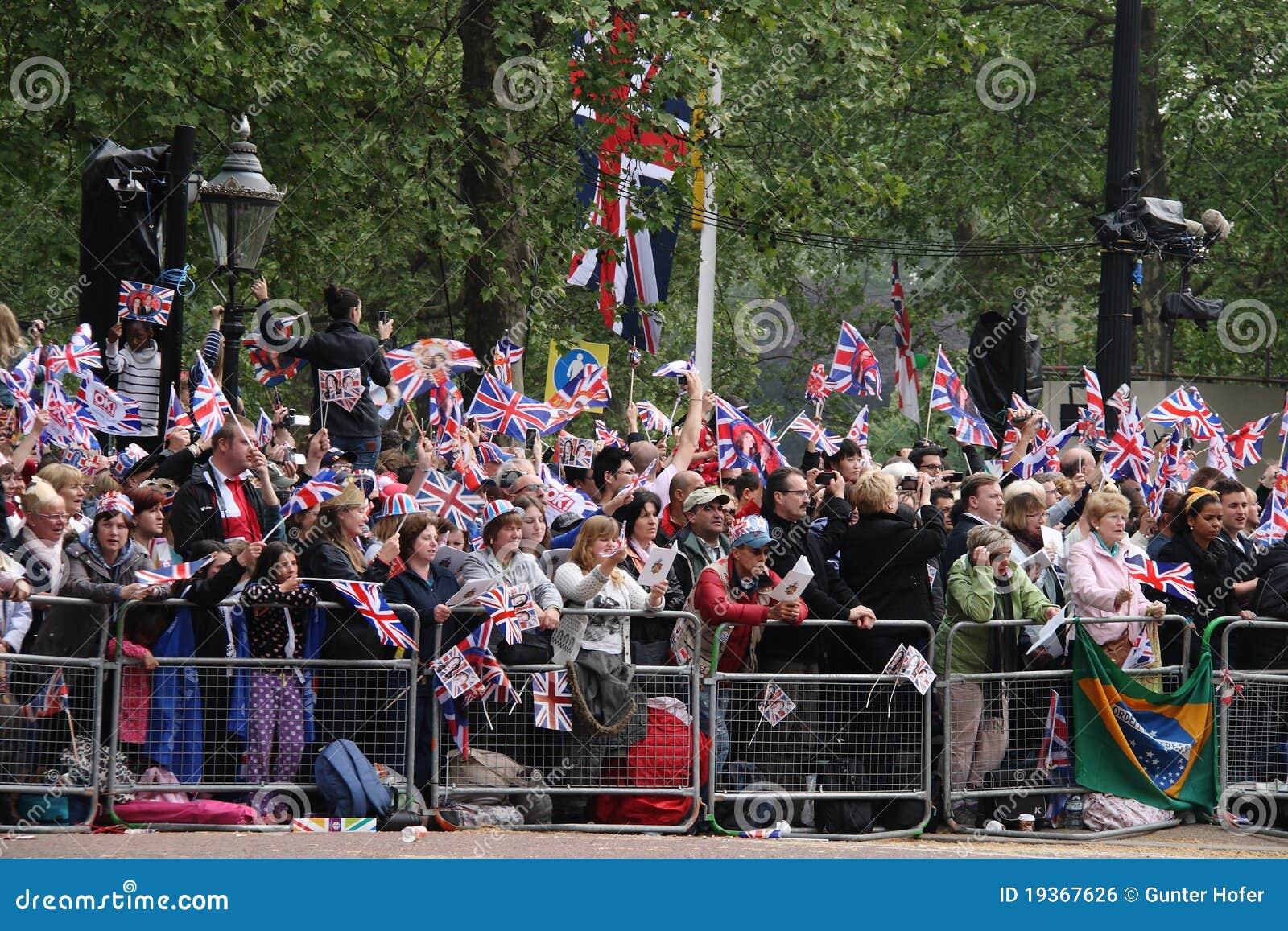 Multidões no casamento real 2011