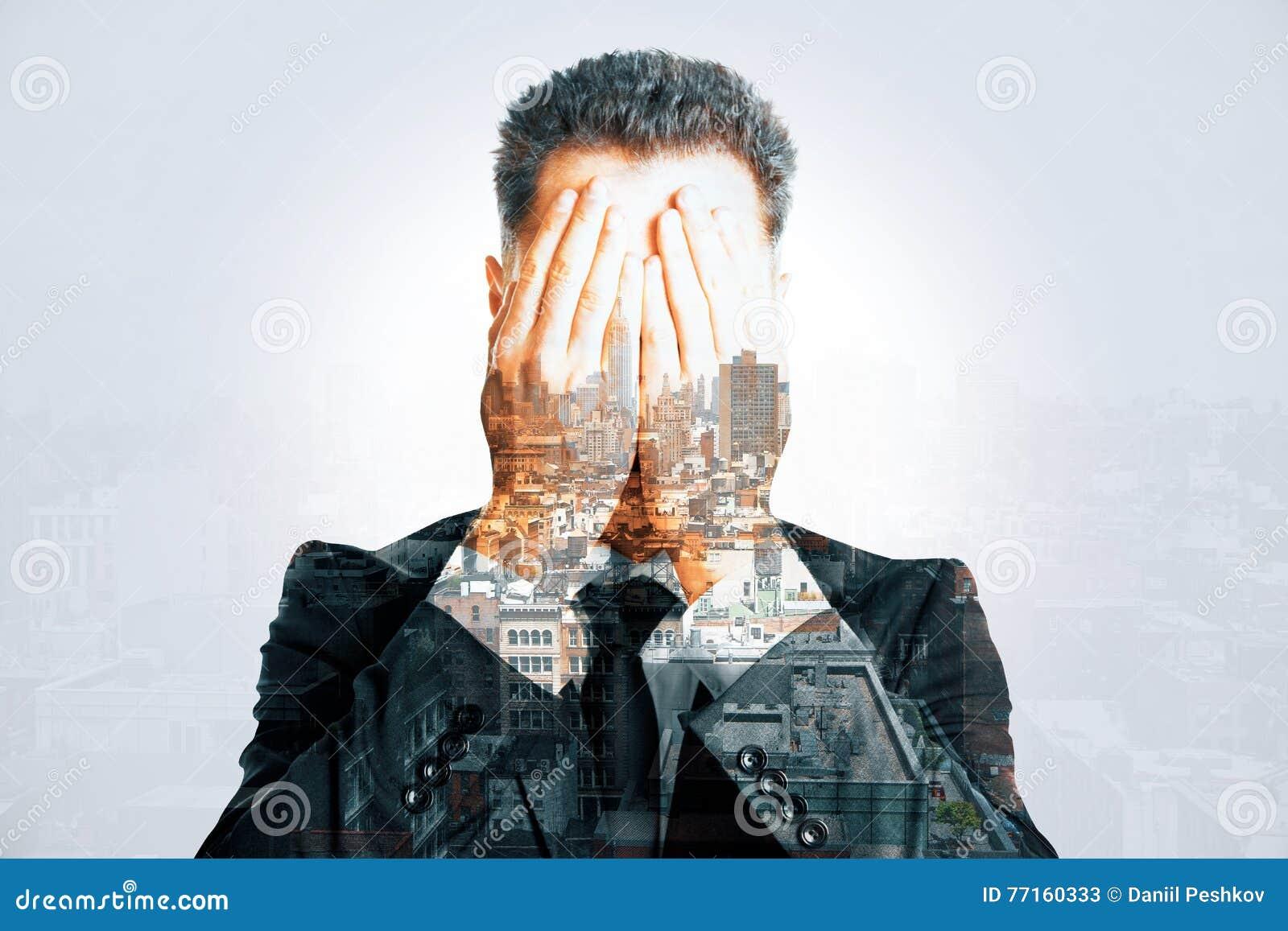 Multiexposure soumis à une contrainte de visage de bâche d homme d affaires
