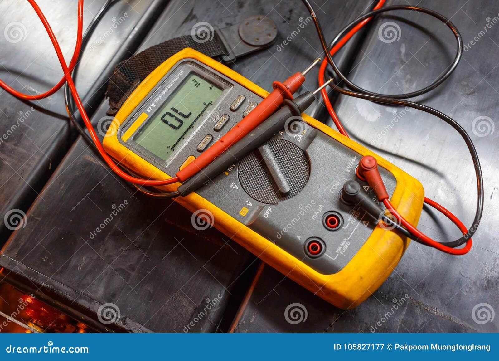 Multimetro elettrico giallo