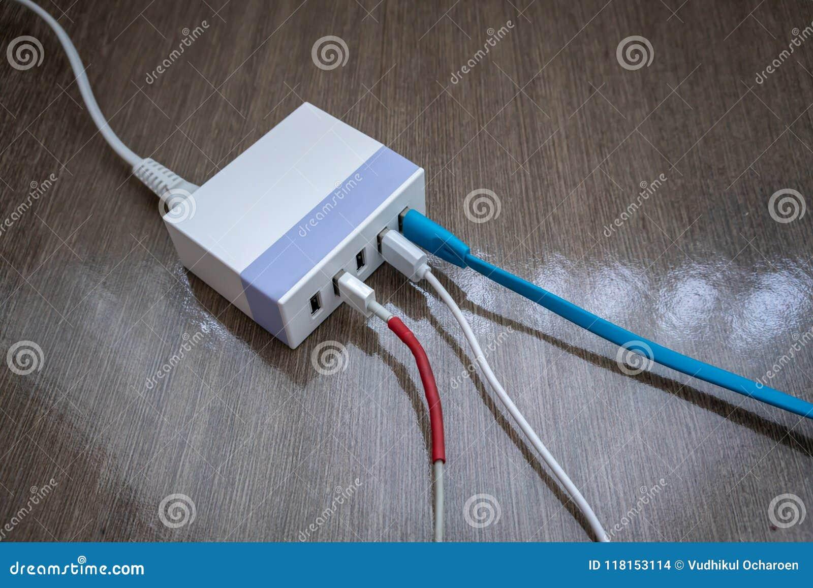 Multiport USB władzy adaptor ładowarka dla mądrze pastylki i telefonu