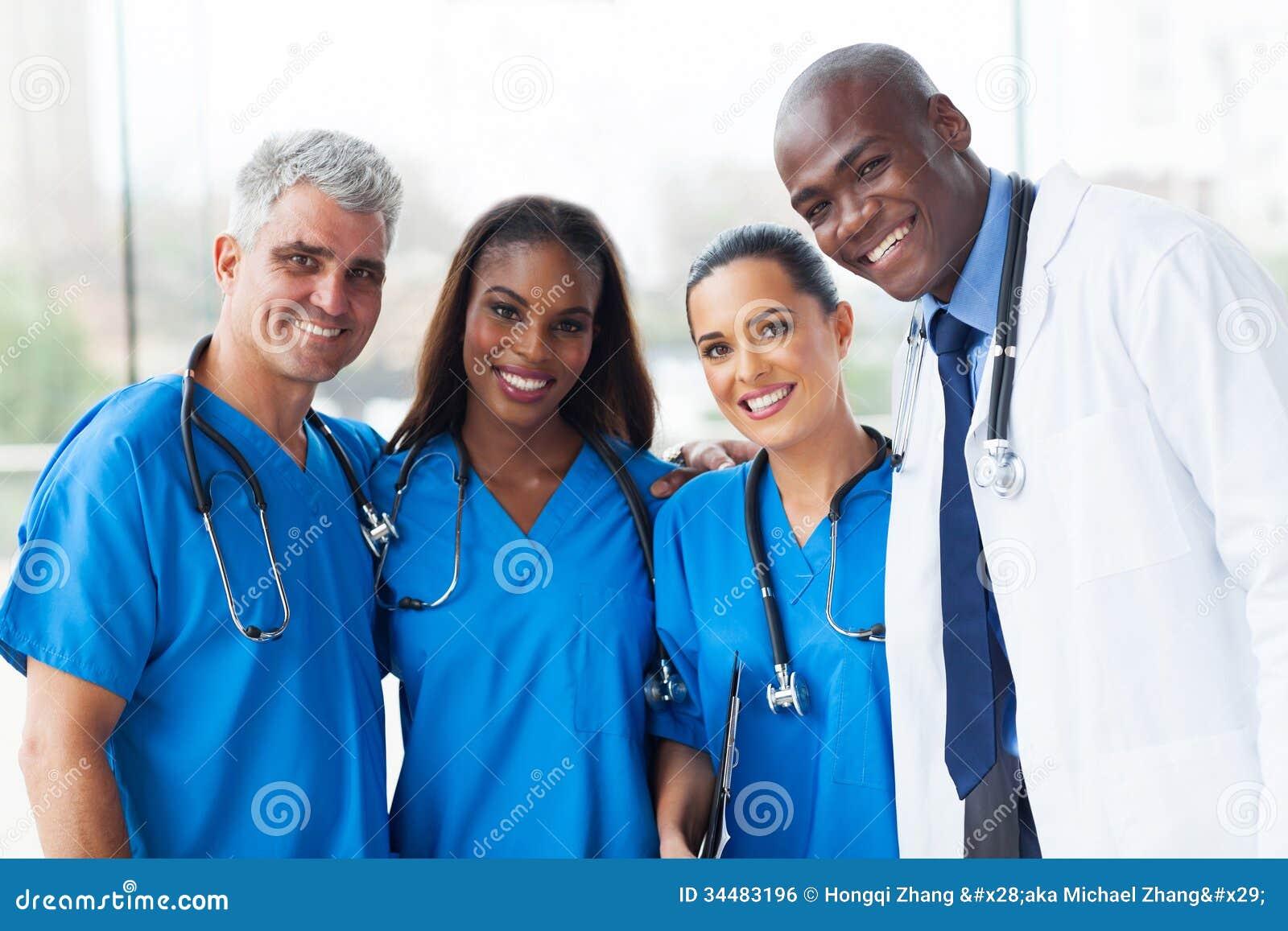 Multiraciaal medisch team