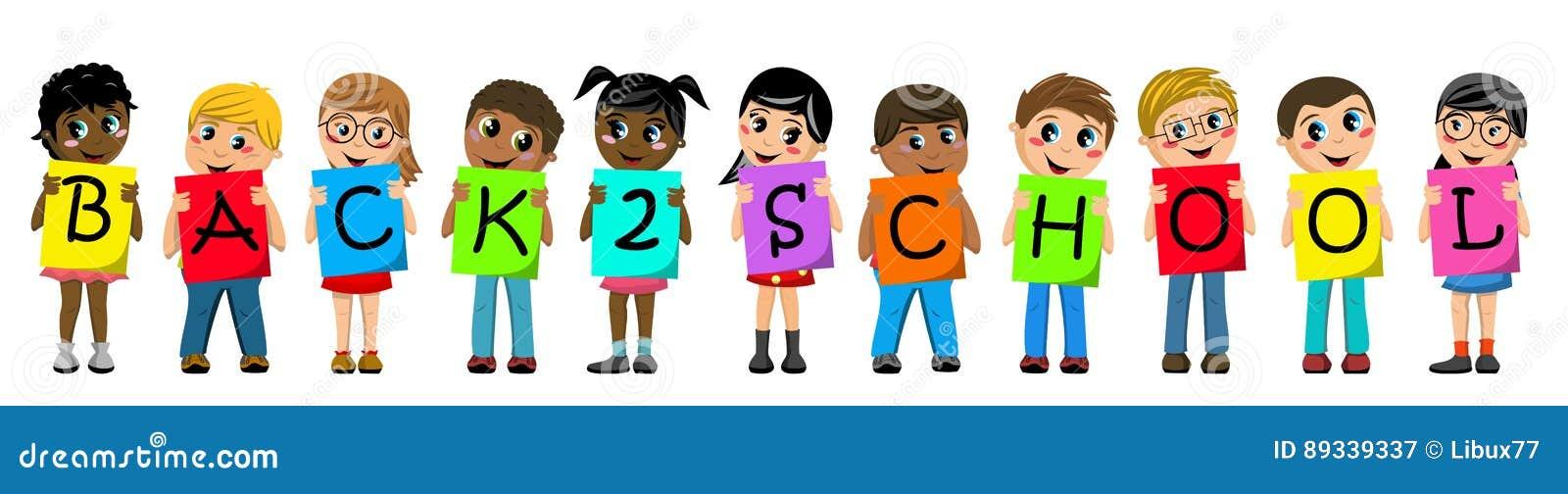 Multiracial дети детей держа картон говорят по буквам вне назад к изолированному тексту школы