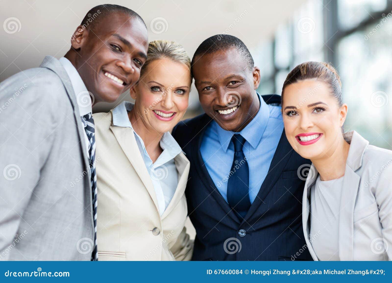 Multiracial biznesmeni