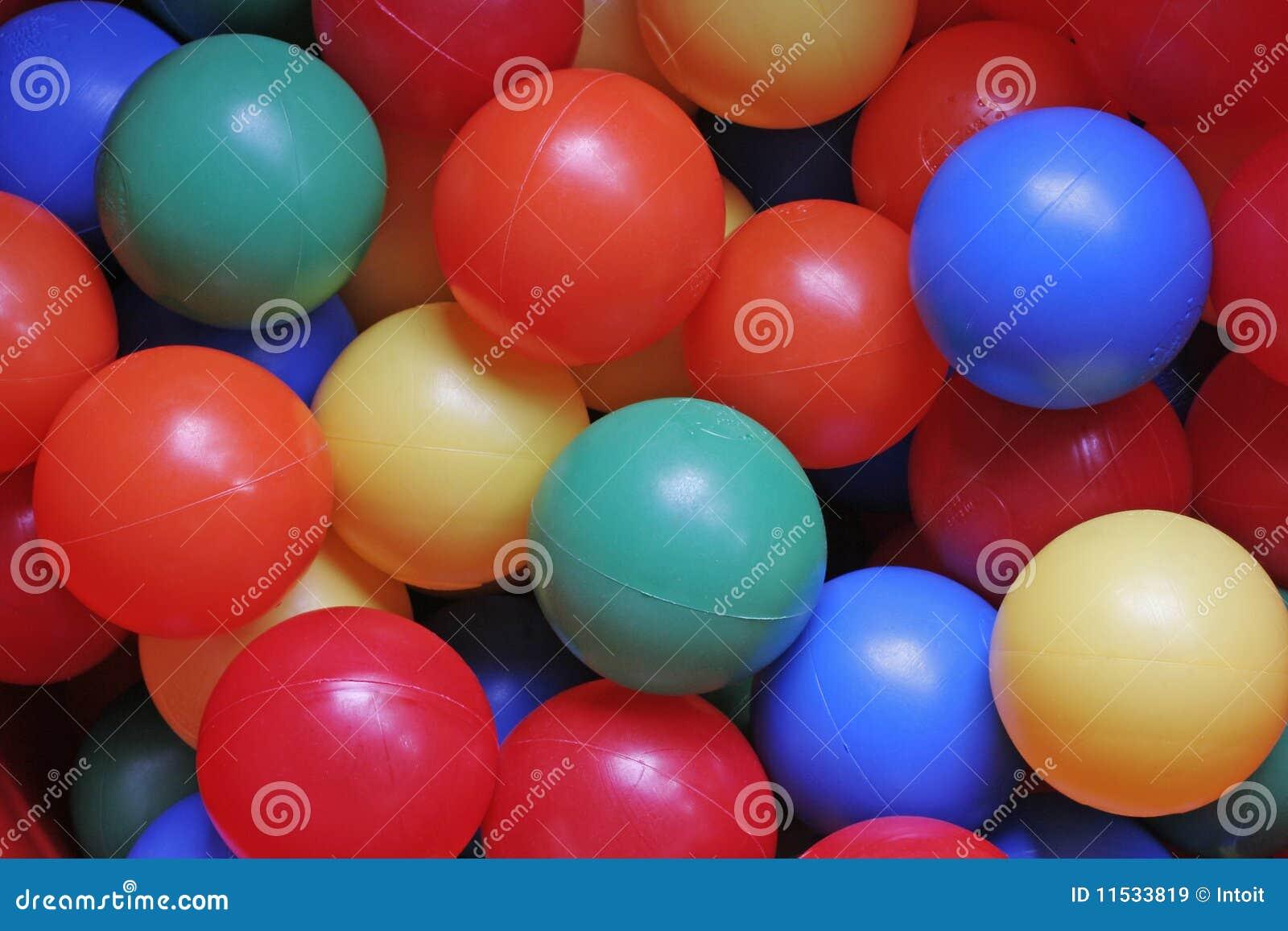 Multy ha colorato le sfere di plastica immagine stock for Sfere con bicchieri di plastica