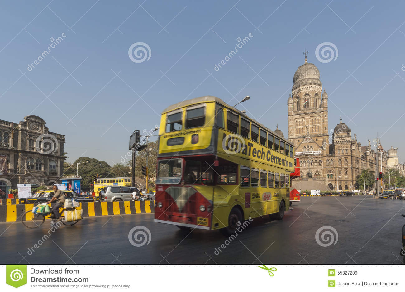 MUMBAI/INDIA 2007年1月19日-在维多利亚附近的孟买公开公共汽车