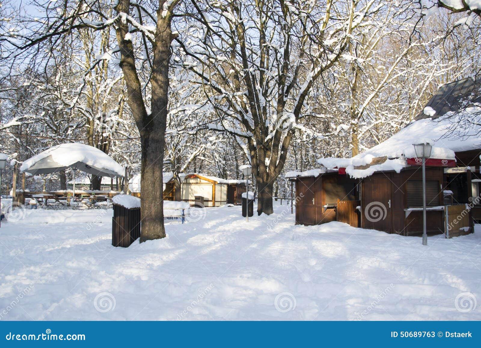 Download Munic 库存图片. 图片 包括有 牌照, 木头, 饮料, 打孔机, 假期, 冬天, 装饰, 市场, 欧洲 - 50689763