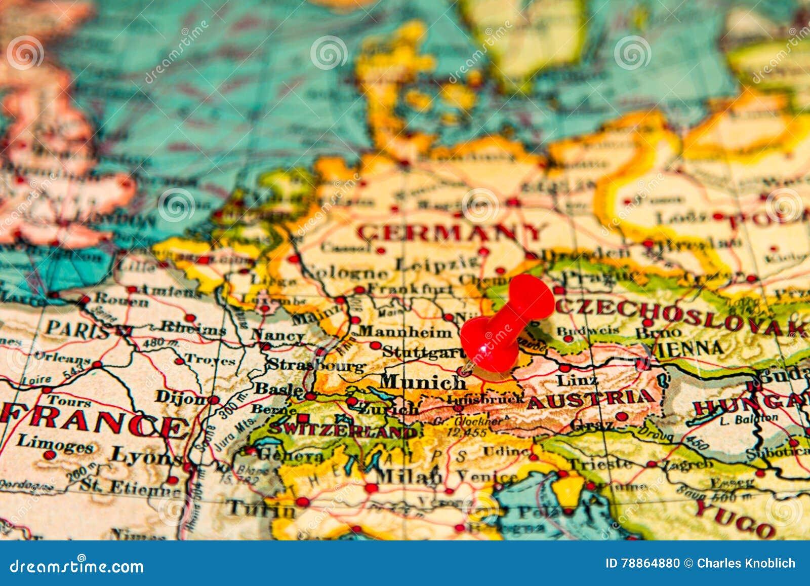 Munich Alemania Fijo En El Mapa Del Vintage De Europa Foto De