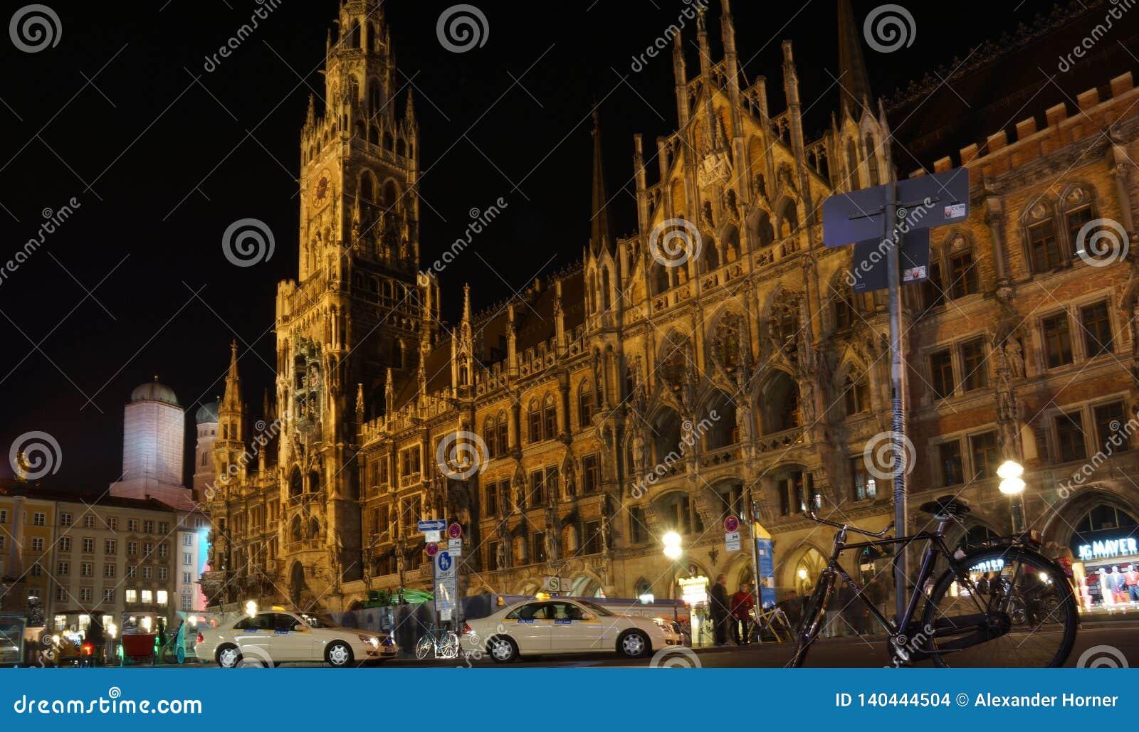 Munich Marienplatz Bayern ny stadshusnatt