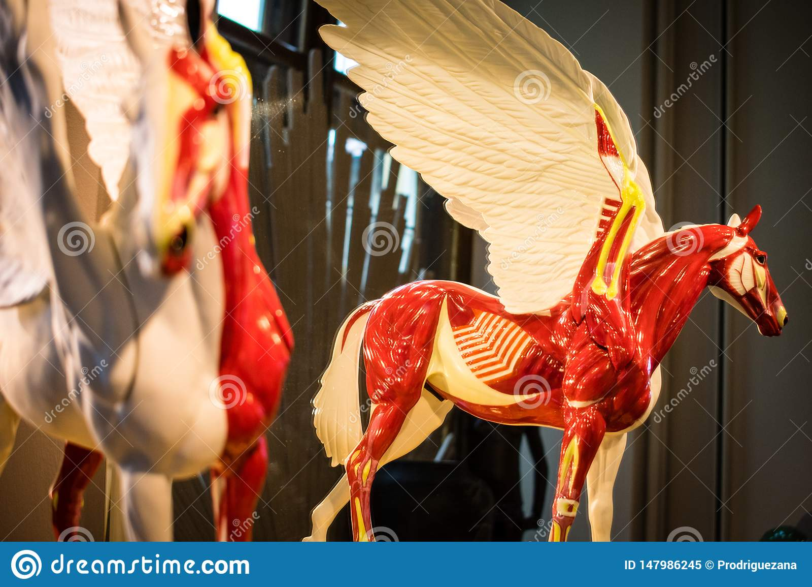 Munich porslin pegasus, mytisk varelse