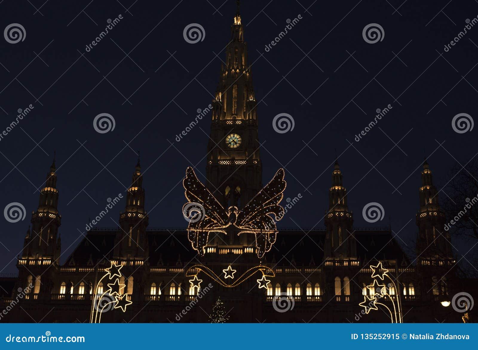 Municipio di Vienna nella notte di tempo di Natale