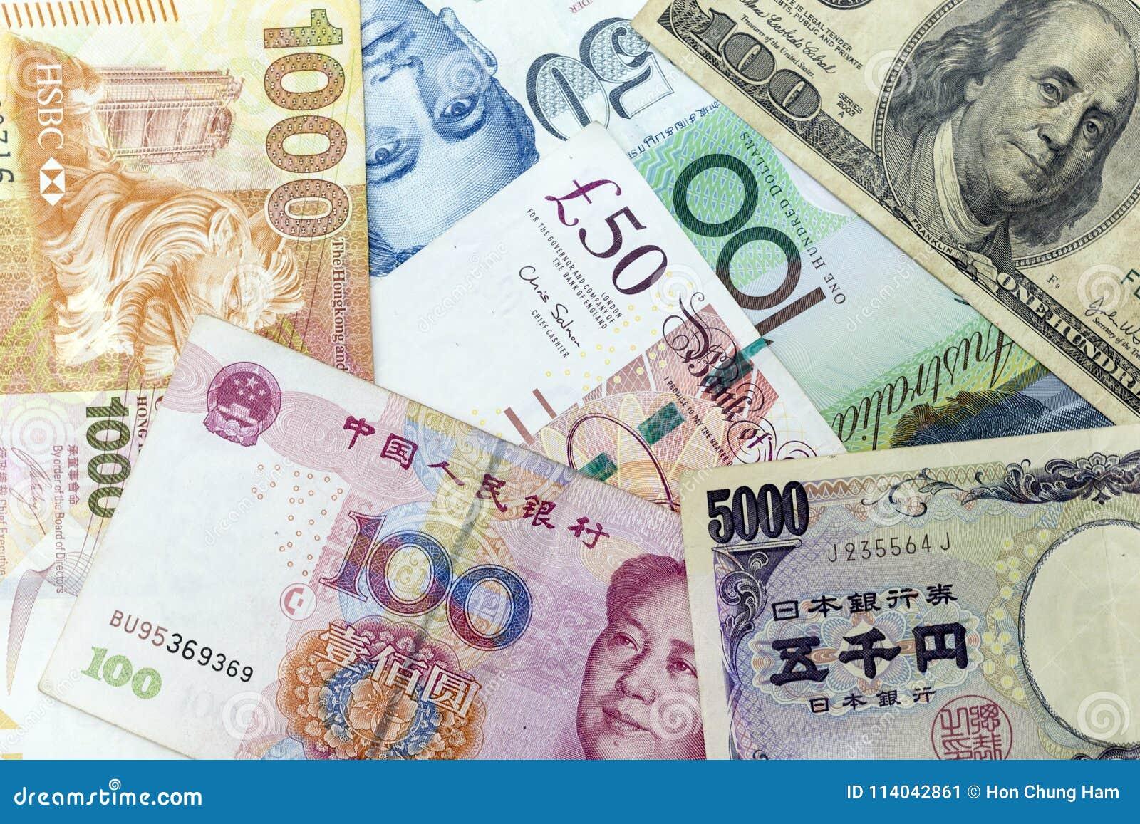 Muntbankbiljetten over kader met inbegrip van wereld belangrijke munten die worden uitgespreid