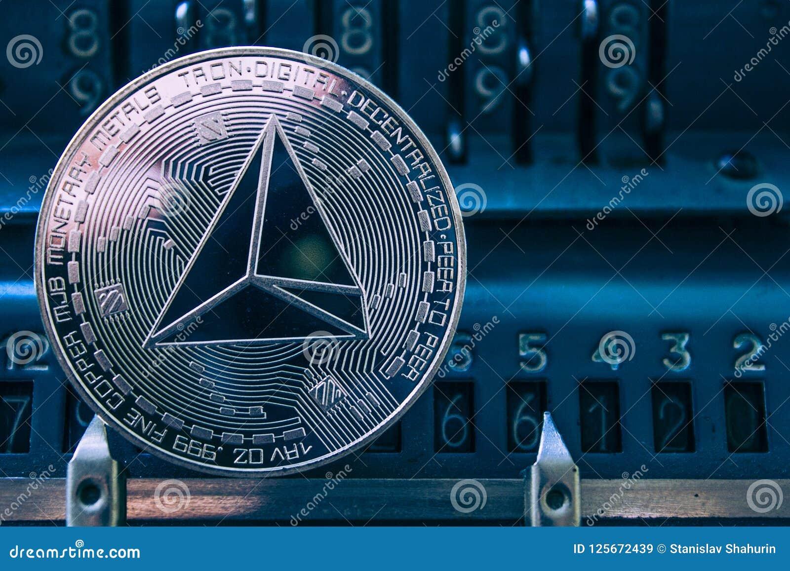 Muntstukcryptocurrency tron op de achtergrond van cijfers rekenmachine