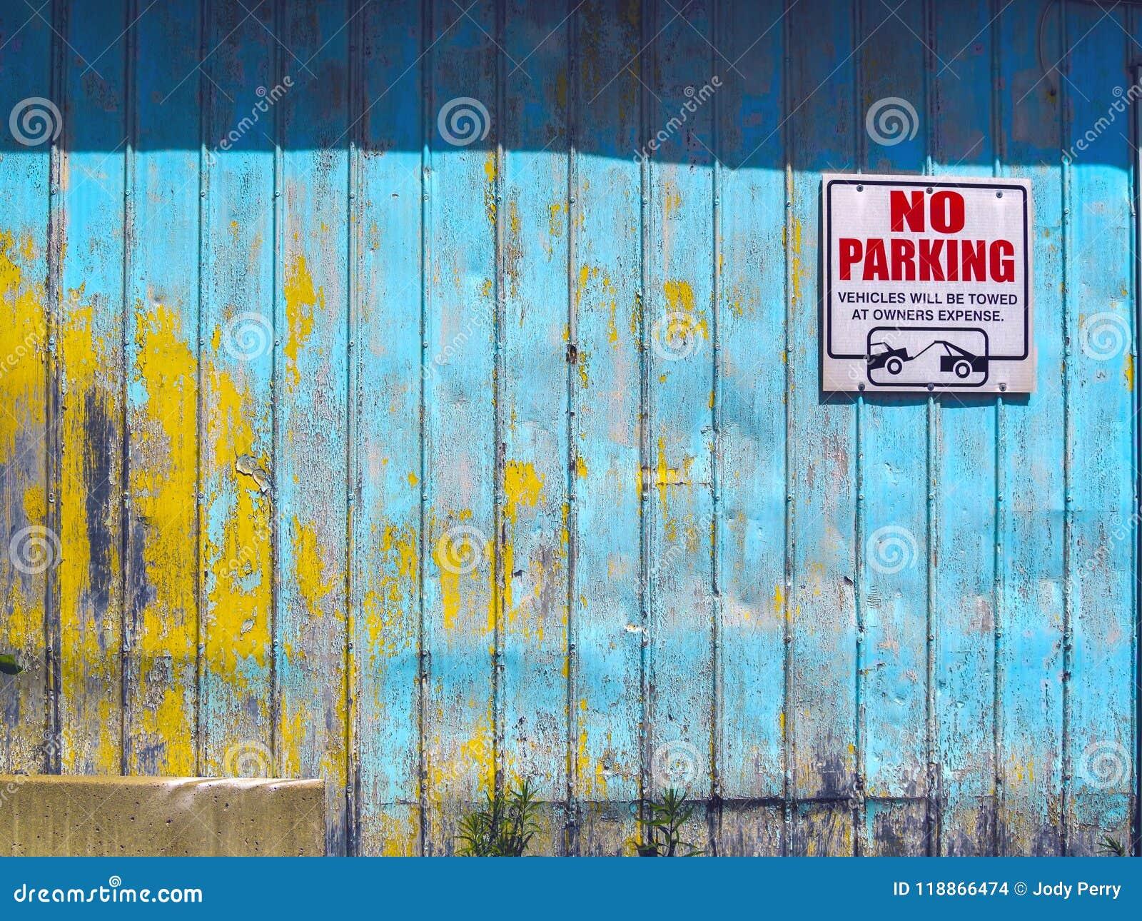 Mur Coloré Rustique De Garage Avec La Peinture D épluchage
