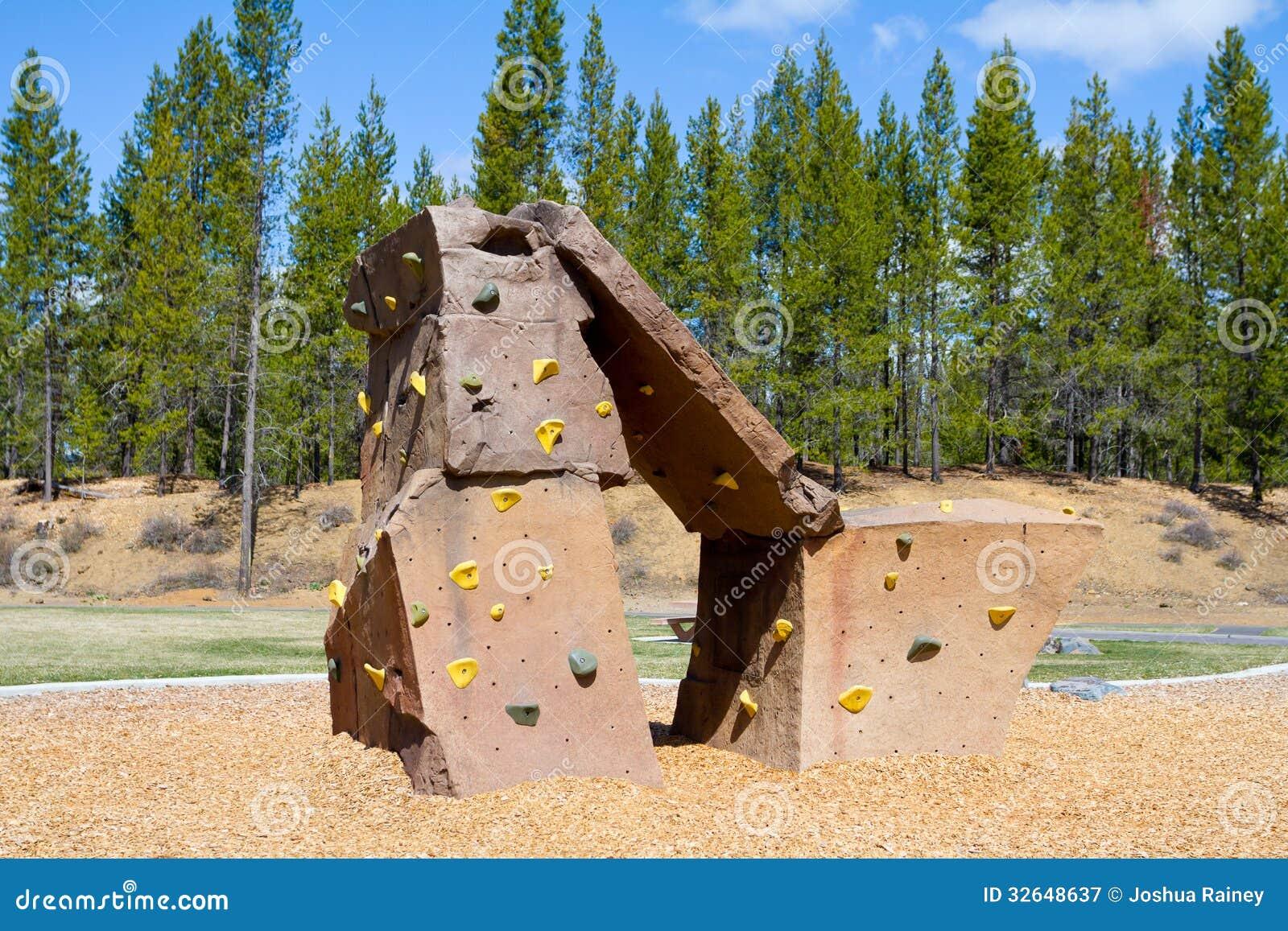 Mur d 39 escalade au parc photographie stock libre de droits - Prise escalade enfant ...