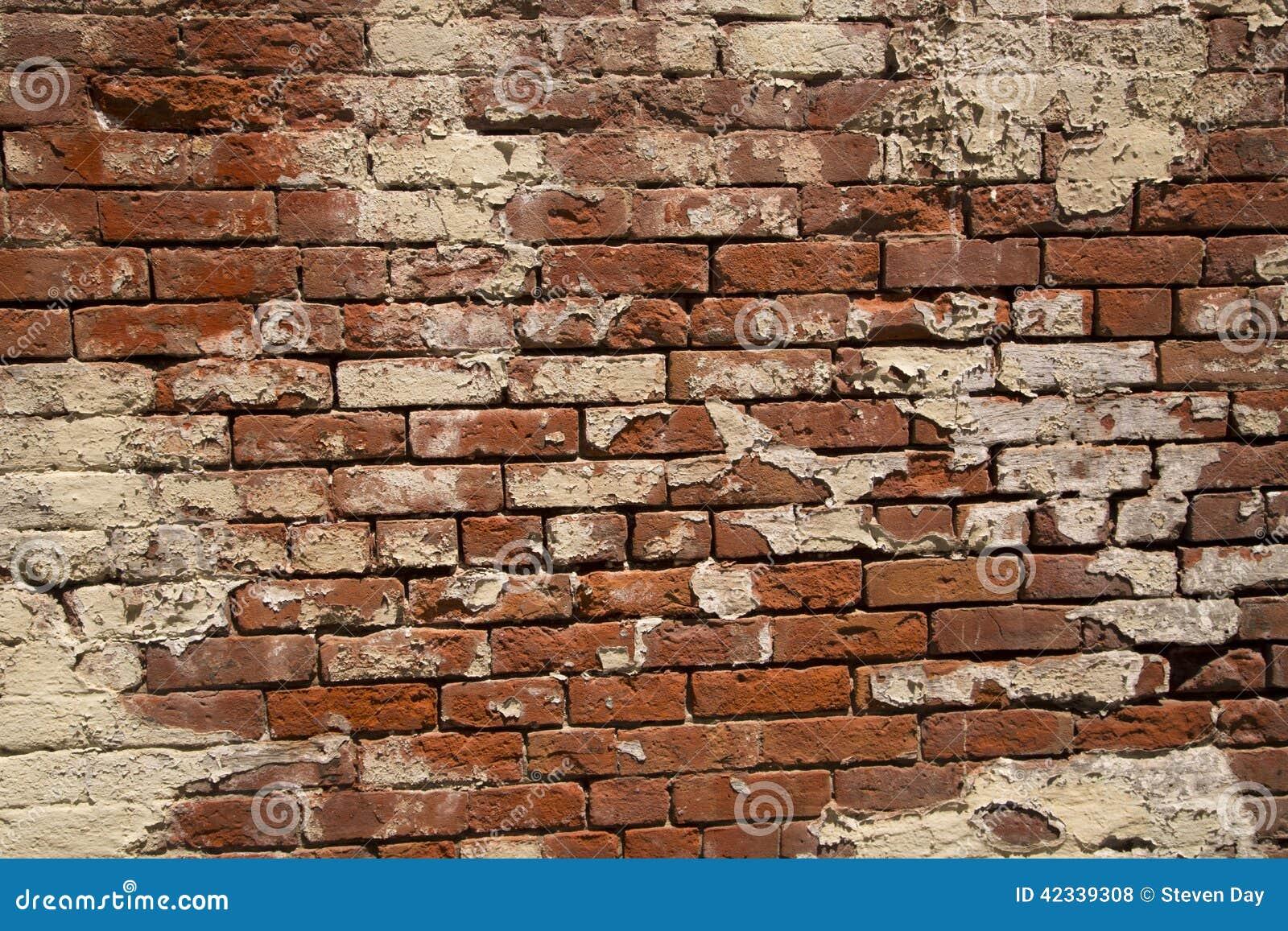 Mur de briques rouge de gr s unique et peinture blanche - Peindre cheminee brique rouge ...