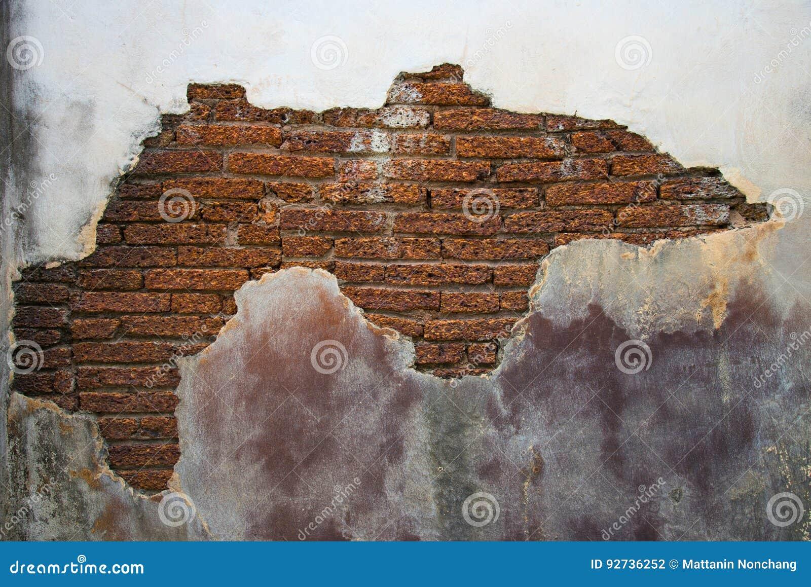 Mur De Ciment Fendu Pour Voir La Brique à L Intérieur Photo