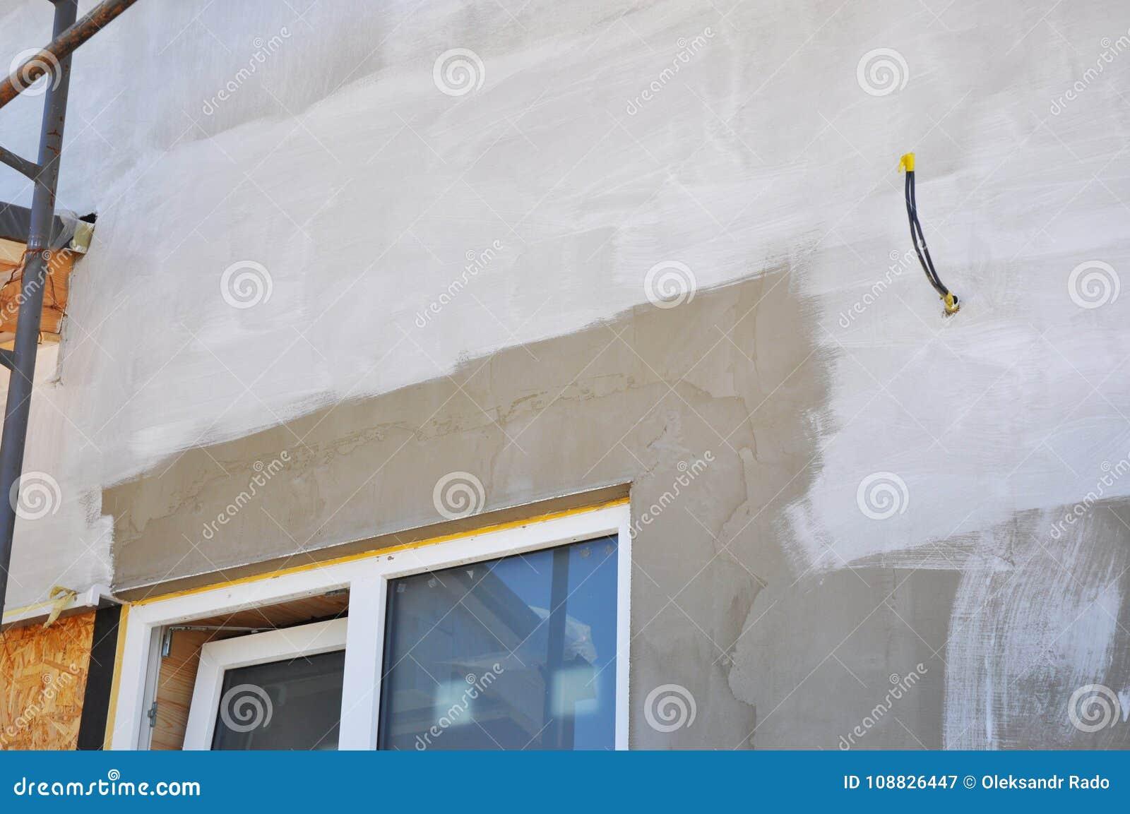 Mur De Maison De Peinture Après Plâtrage Et Stuc Isolation