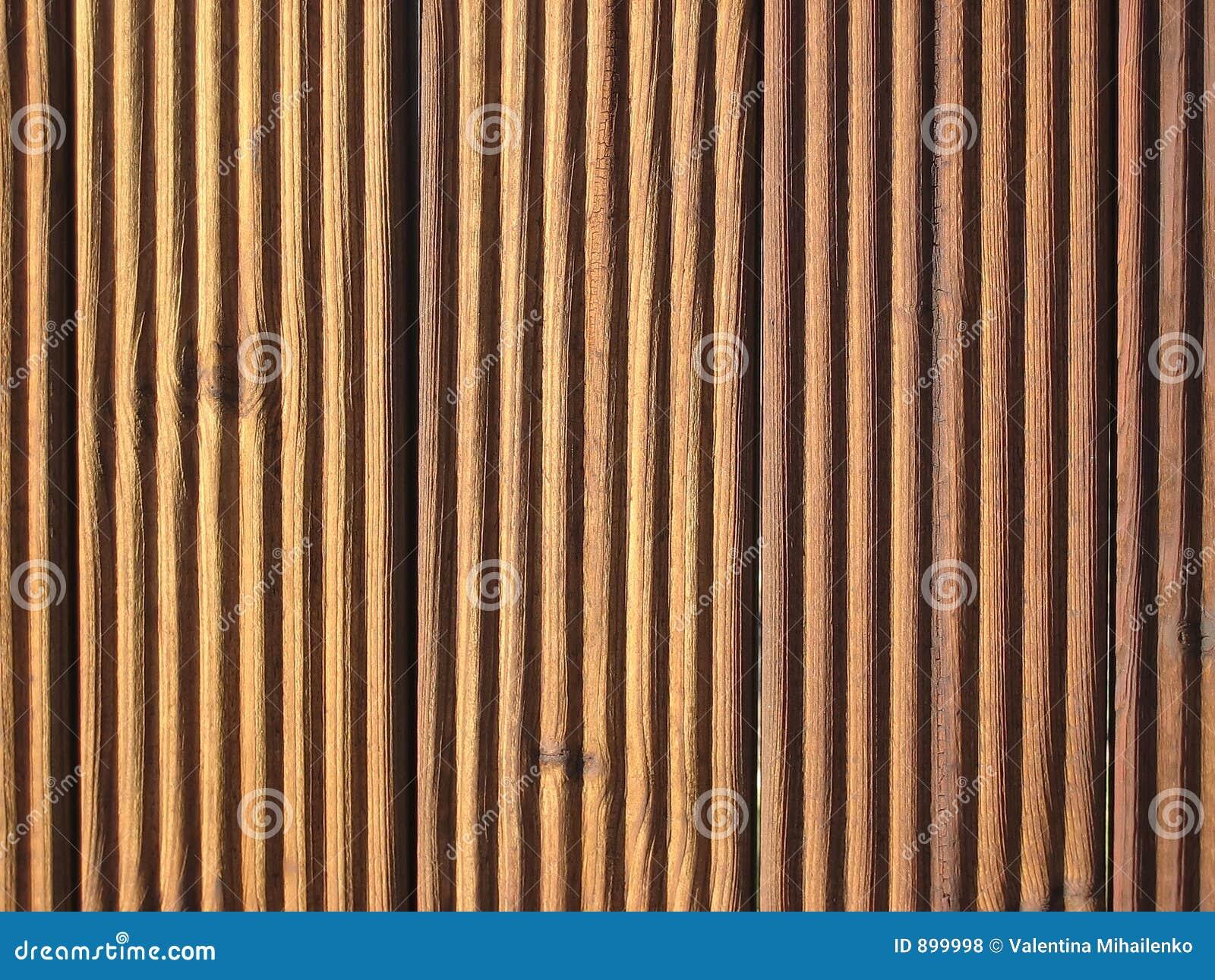 Mur drewna