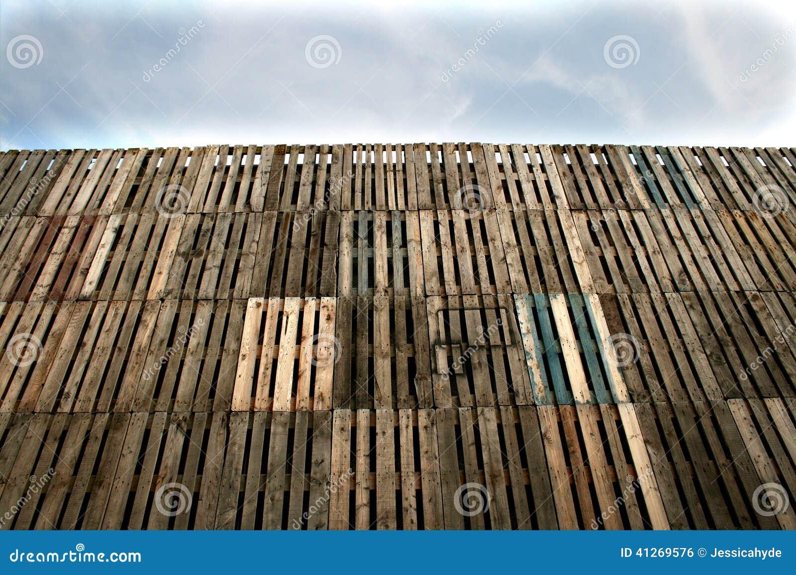 Mur en bois de palettes photo stock image 41269576 - Recuperer des palettes en bois ...