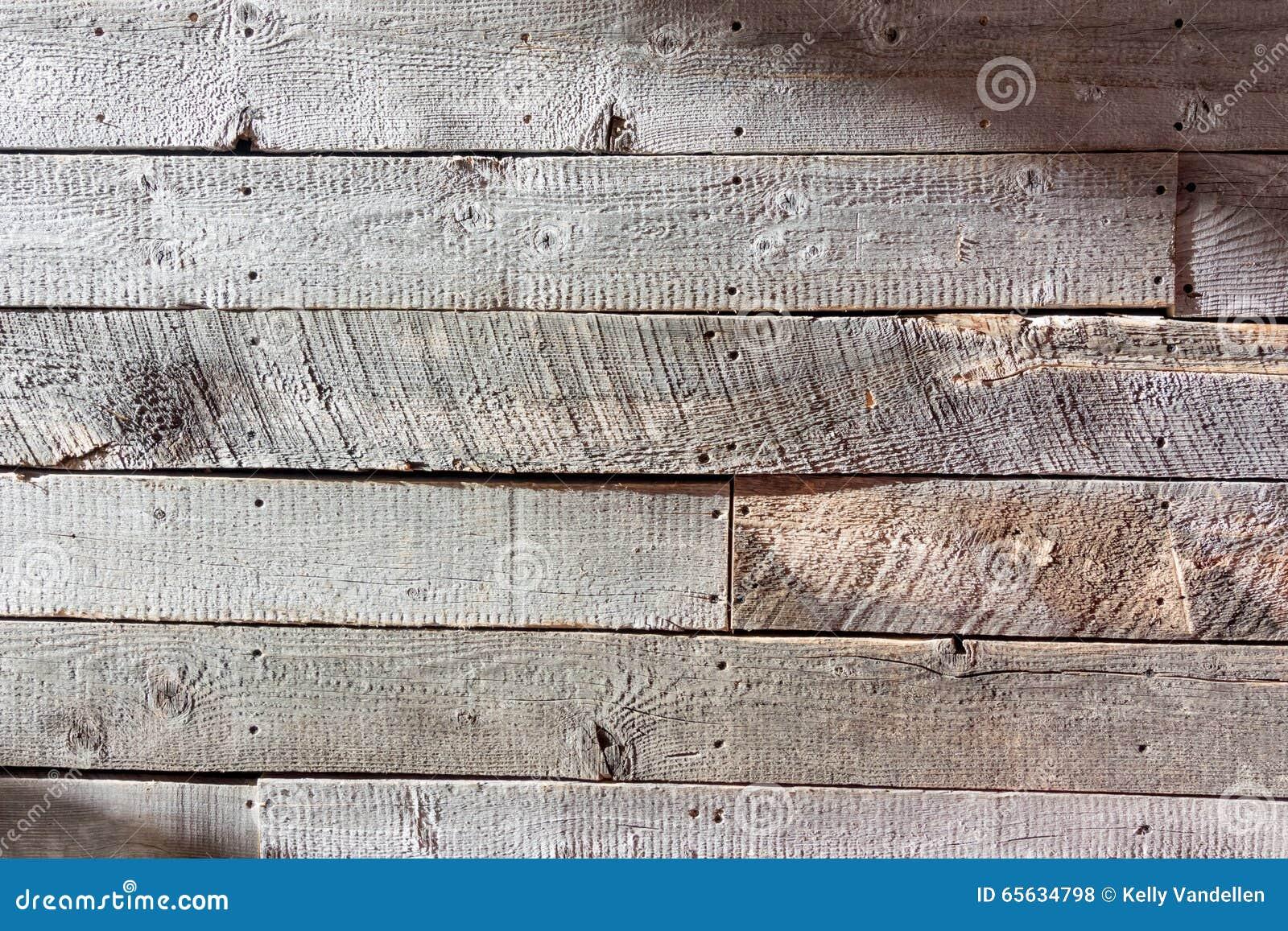 Mur en bois rugueux au loin