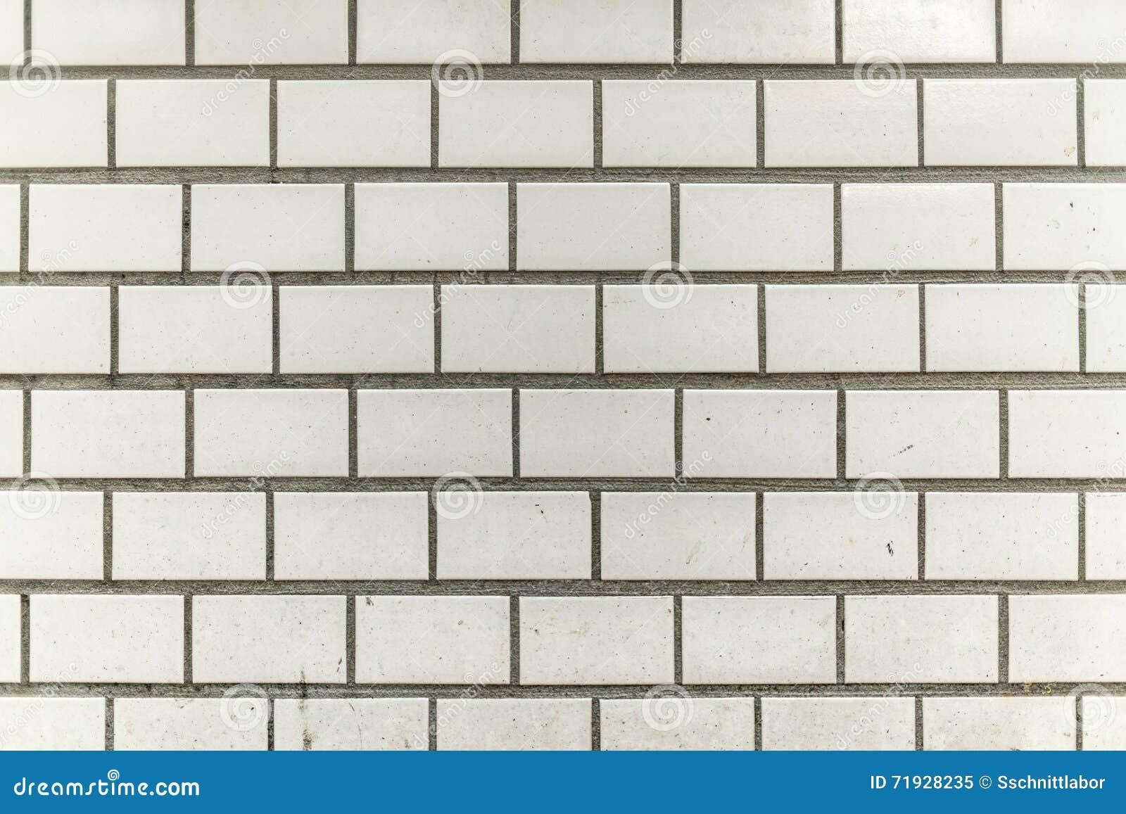 Mur gris blanc sale et grenu de ville de tuile
