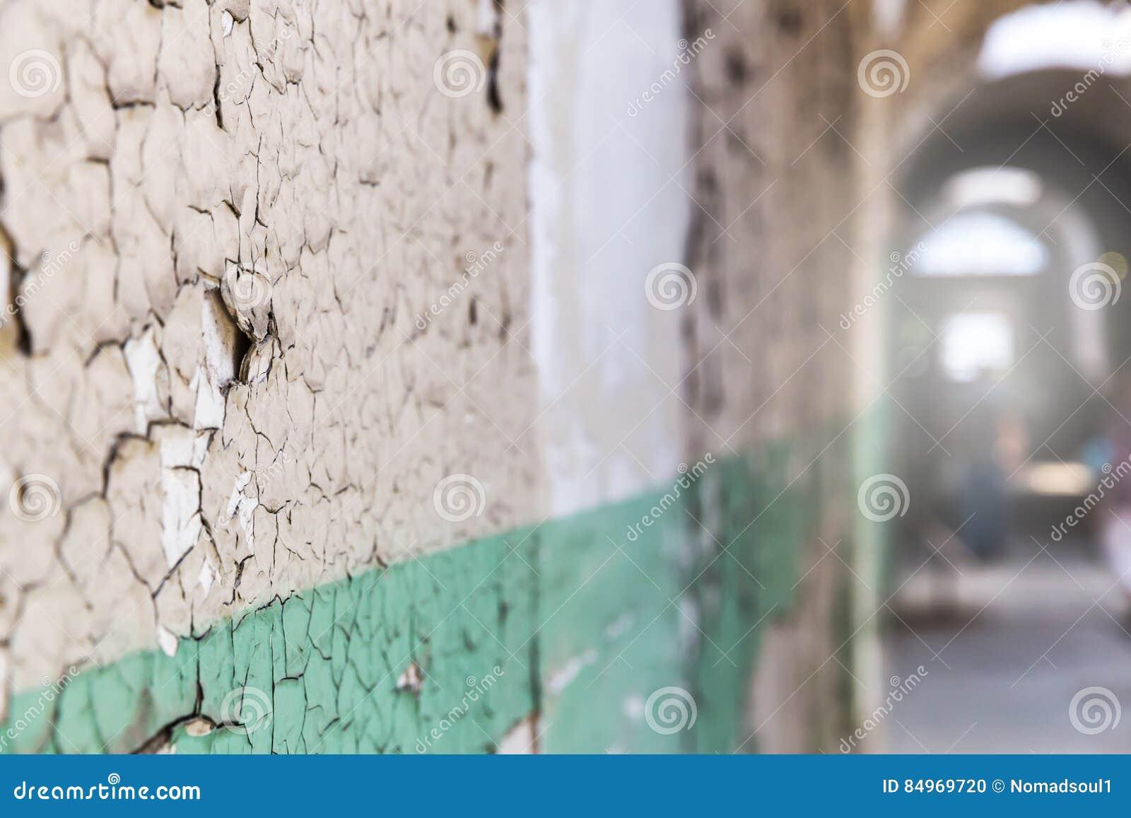 Mur Grunge De Couloir Avec La Peinture D éclat Photo Stock