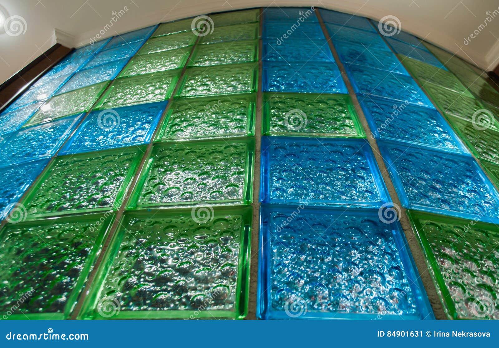 Mur Rond De Salle De Bains De Tuile De Bleu Et En Verre Vert Image ...