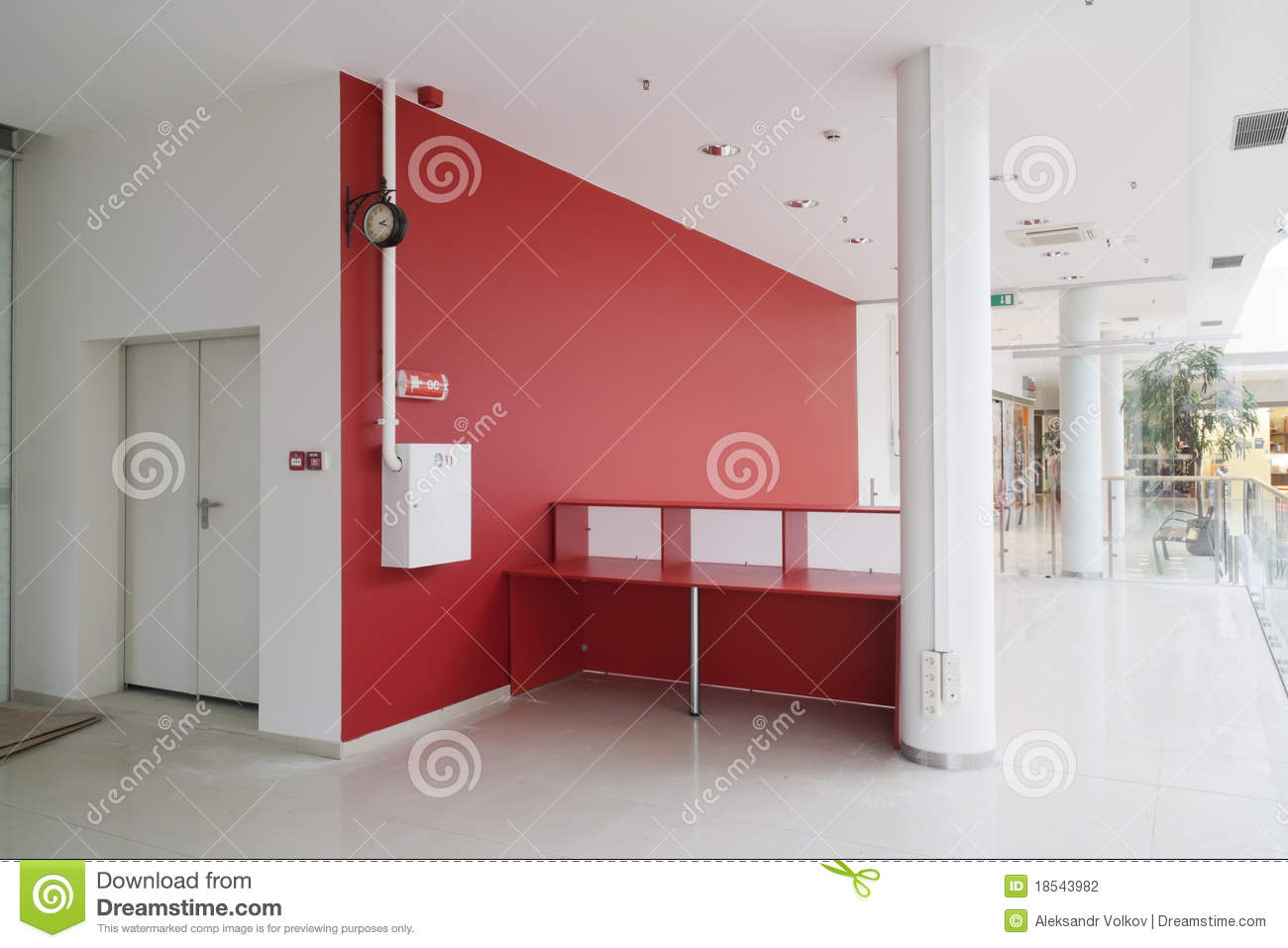 Mur rouge au bureau moderne photo stock image du table