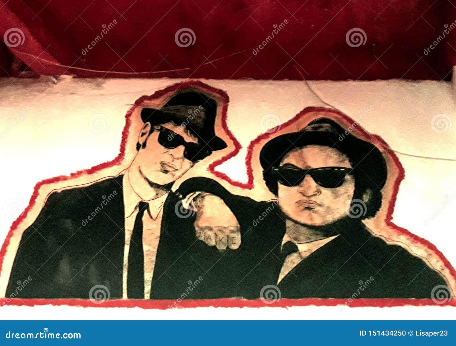 Murales братьев син в пабе