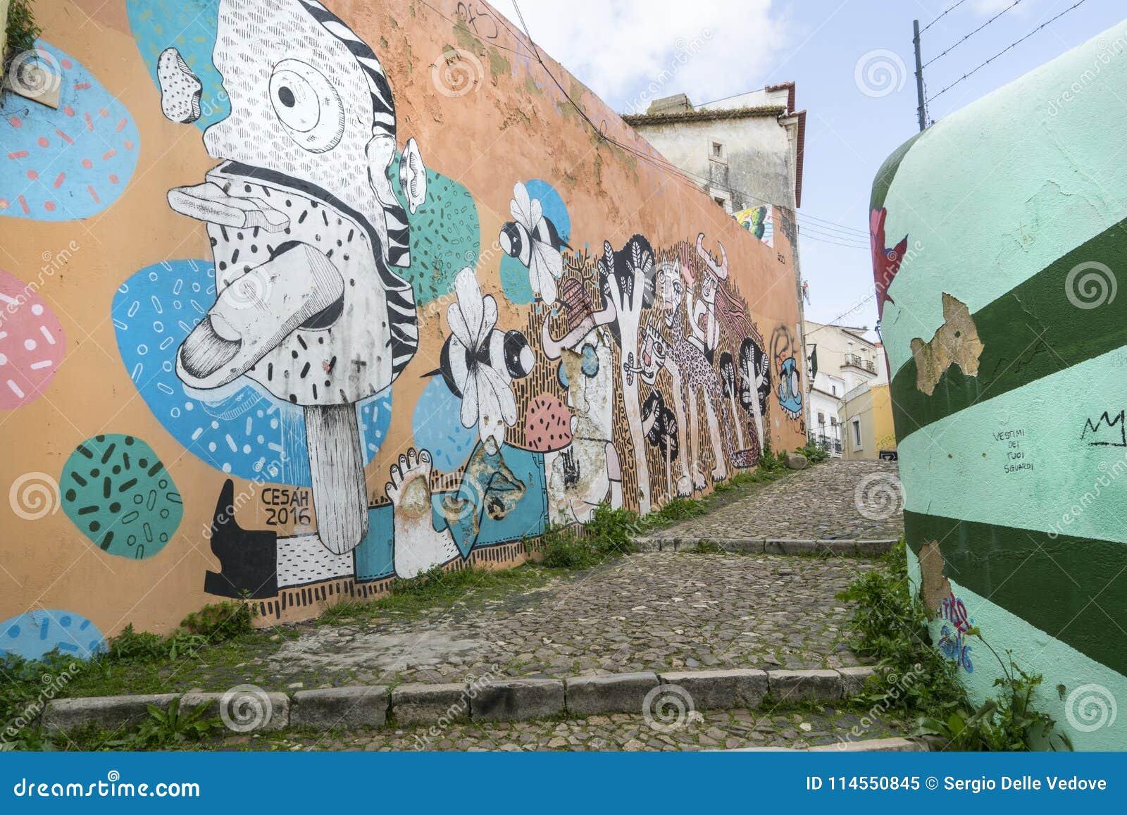 Murales En Las Calles En Lisboa Imagen Editorial Imagen De Modelo