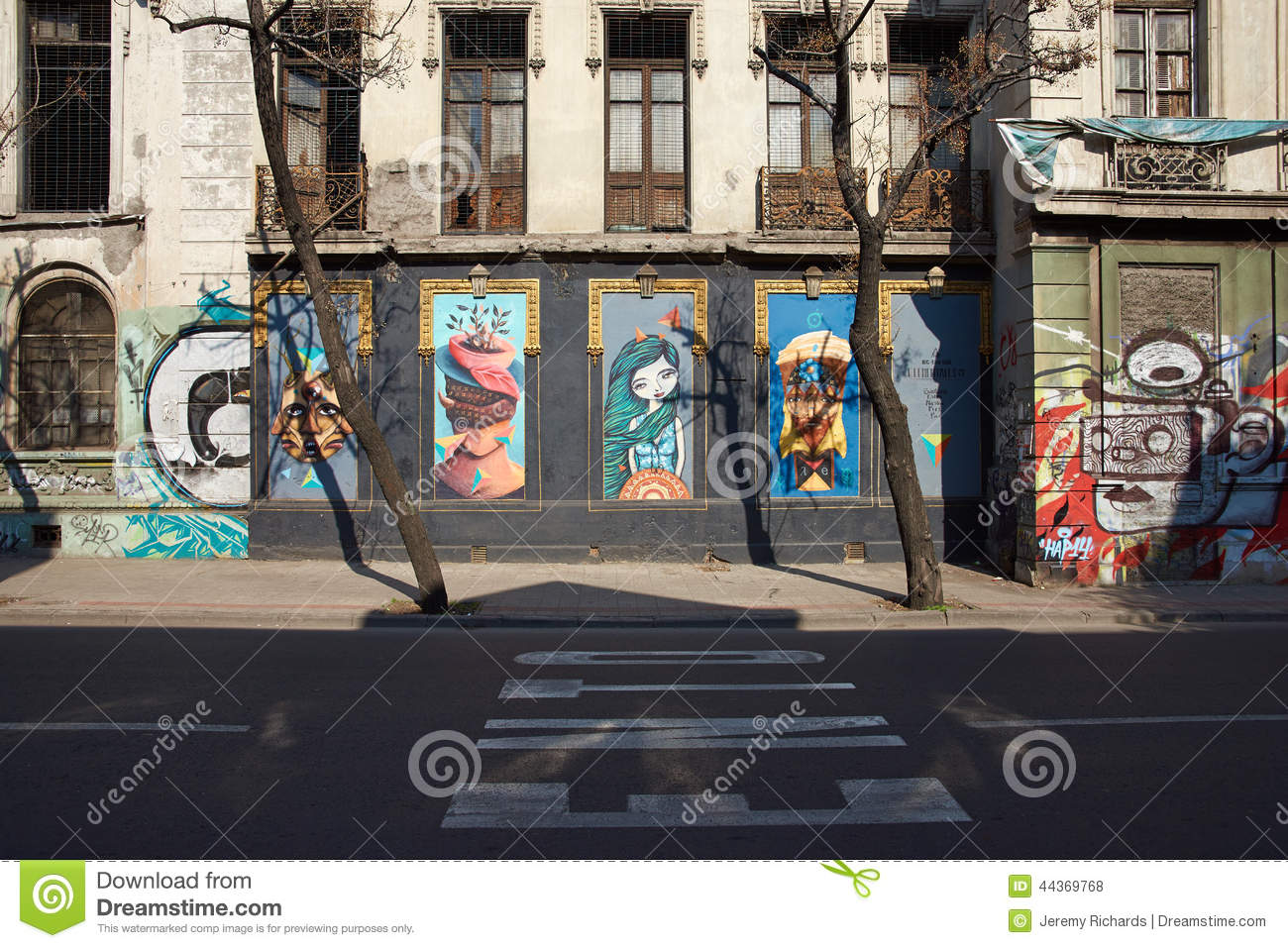 Murals of barrio yungay editorial stock photo image of for Carpenter papel mural santiago chile
