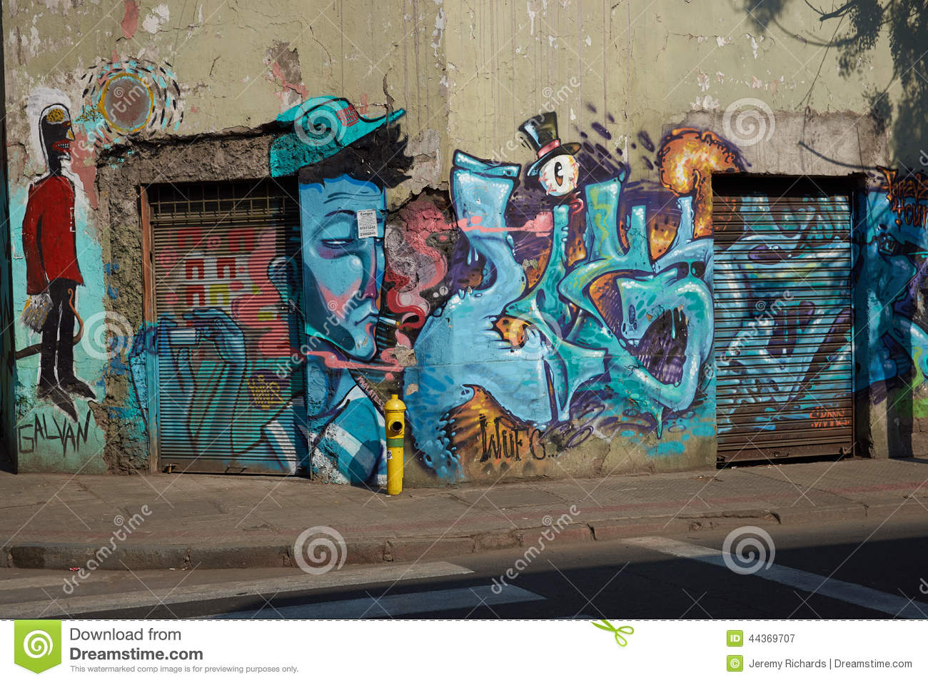 Murals of barrio yungay editorial photography image of for Carpenter papel mural santiago chile
