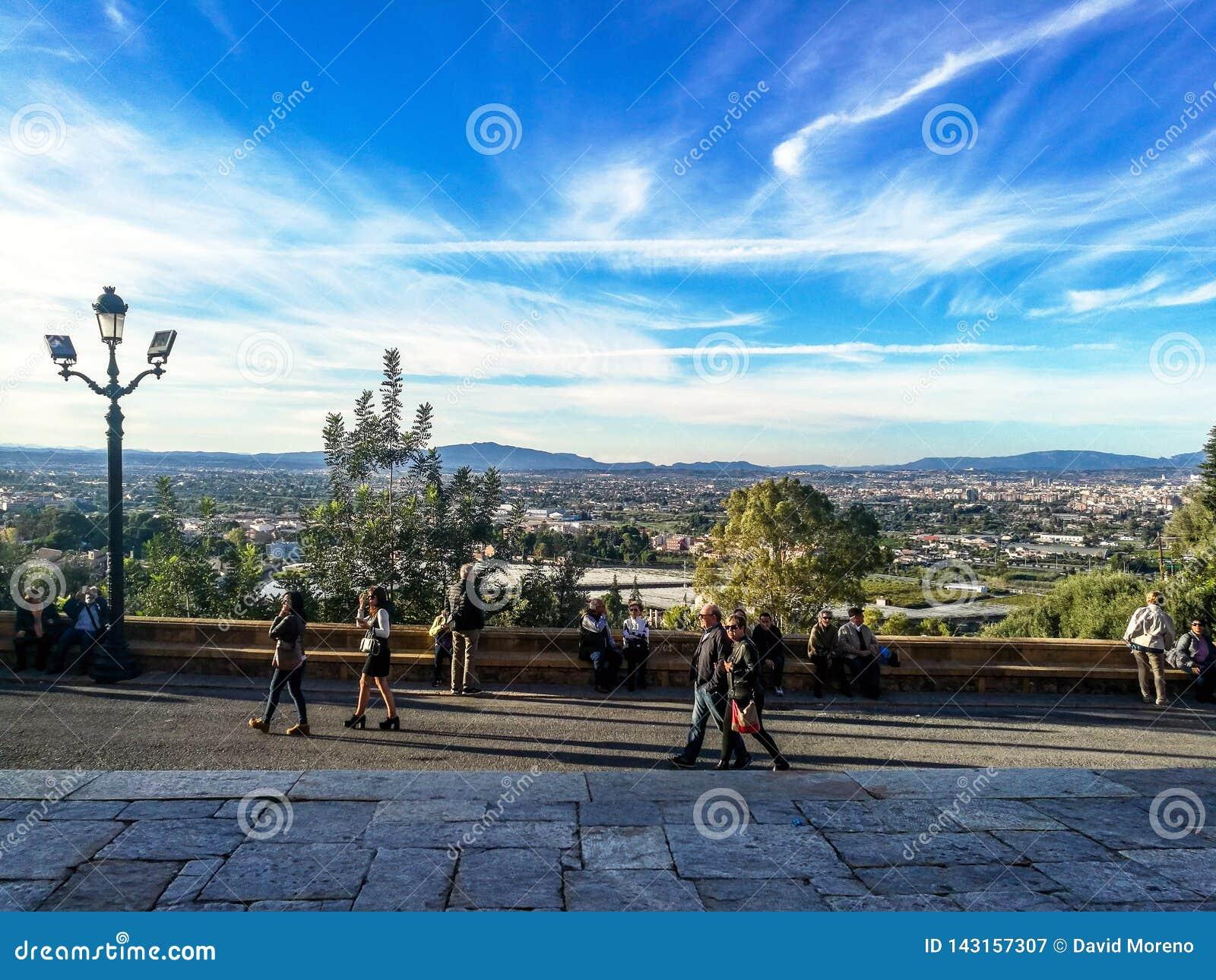 Murcia, Hiszpania, Listopad 4, 2018: Ludzie chodzi na pelgrimage one potykają się wierzchołek góra