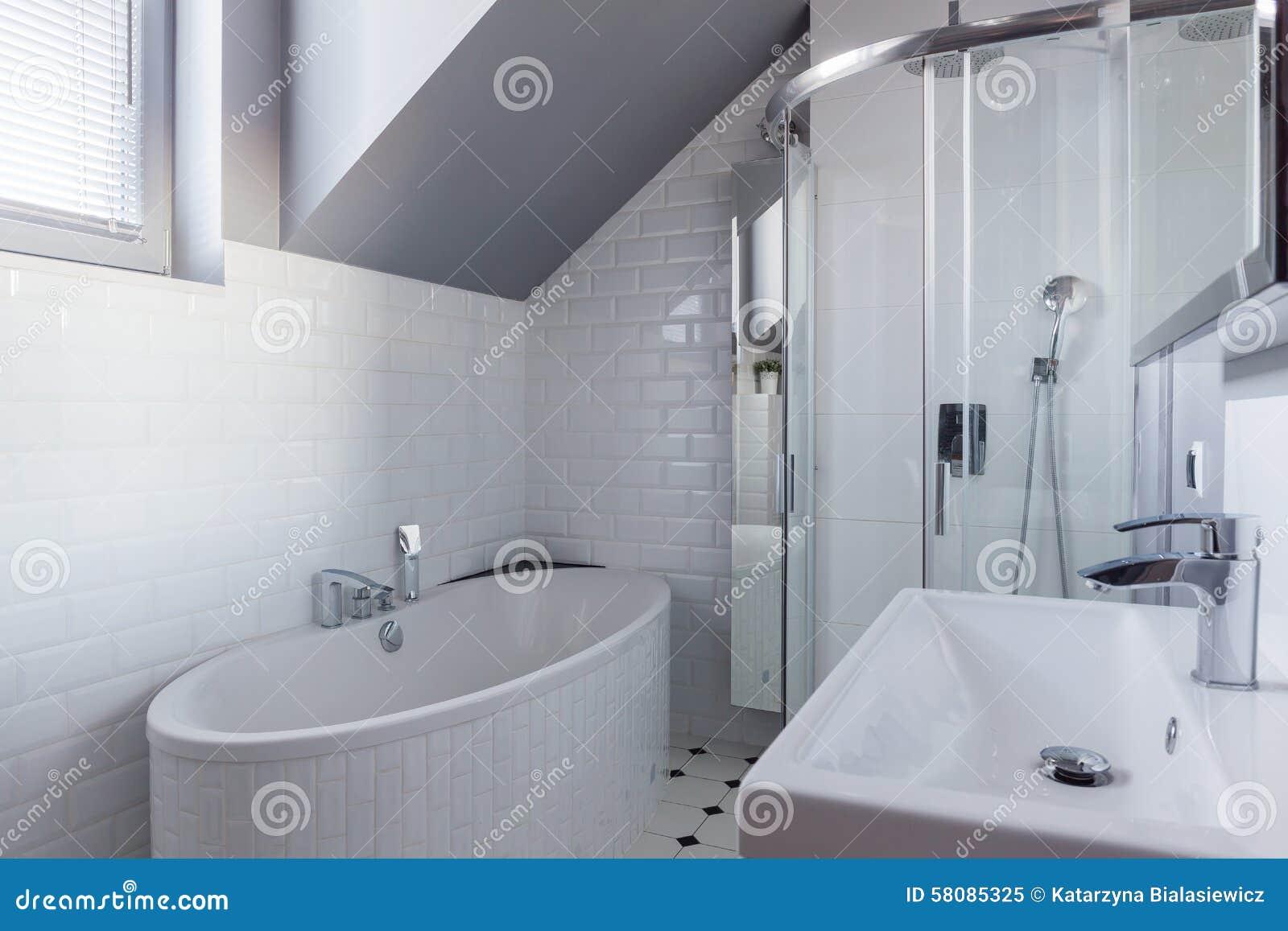 muro di mattoni in bagno di lusso fotografia stock libera da diritti