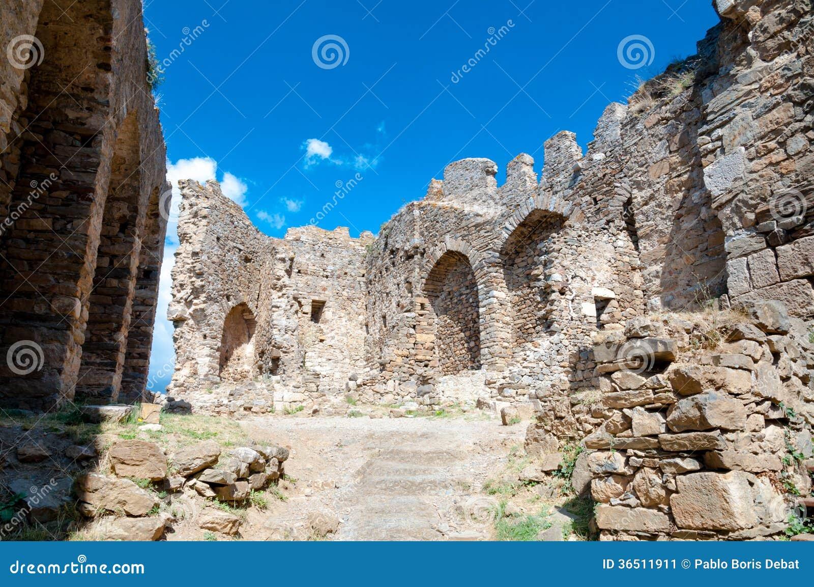 Murs de ruine de tour de cabaret chez Lastours