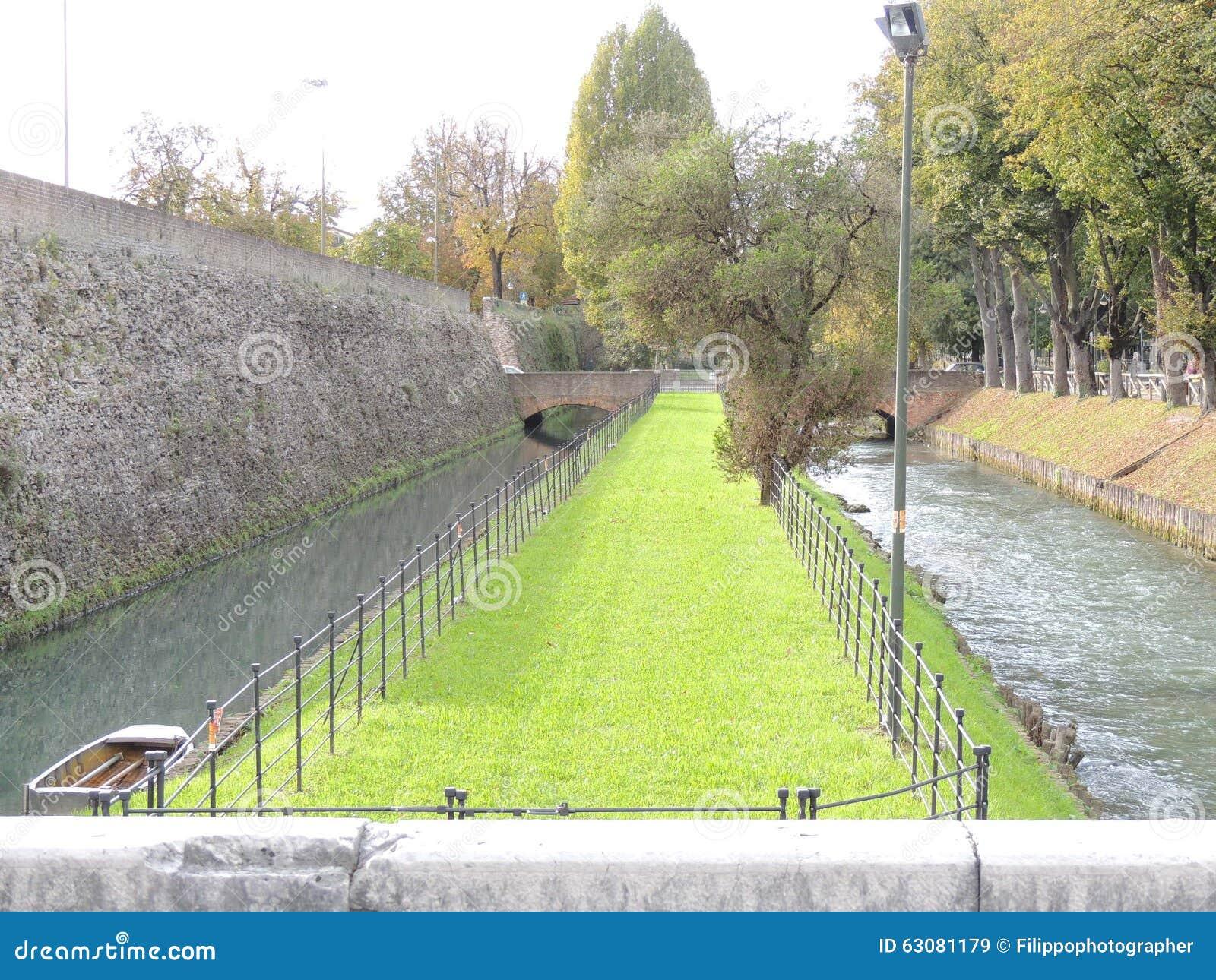 Download Murs de Trévise image stock. Image du fleuve, passerelle - 63081179