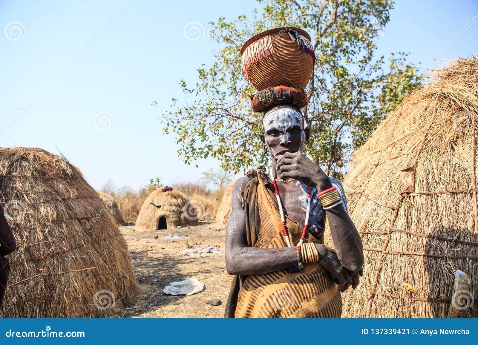 Mursi部落人